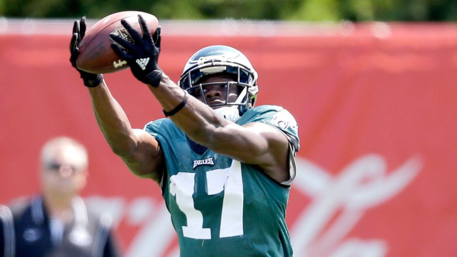 Philadelphia Eagles' Nelson Agholor catches a pass during practice at NFL football training camp, Friday, Aug. 7, 2015, in Philadelphia. (AP Photo/Matt Rourke)