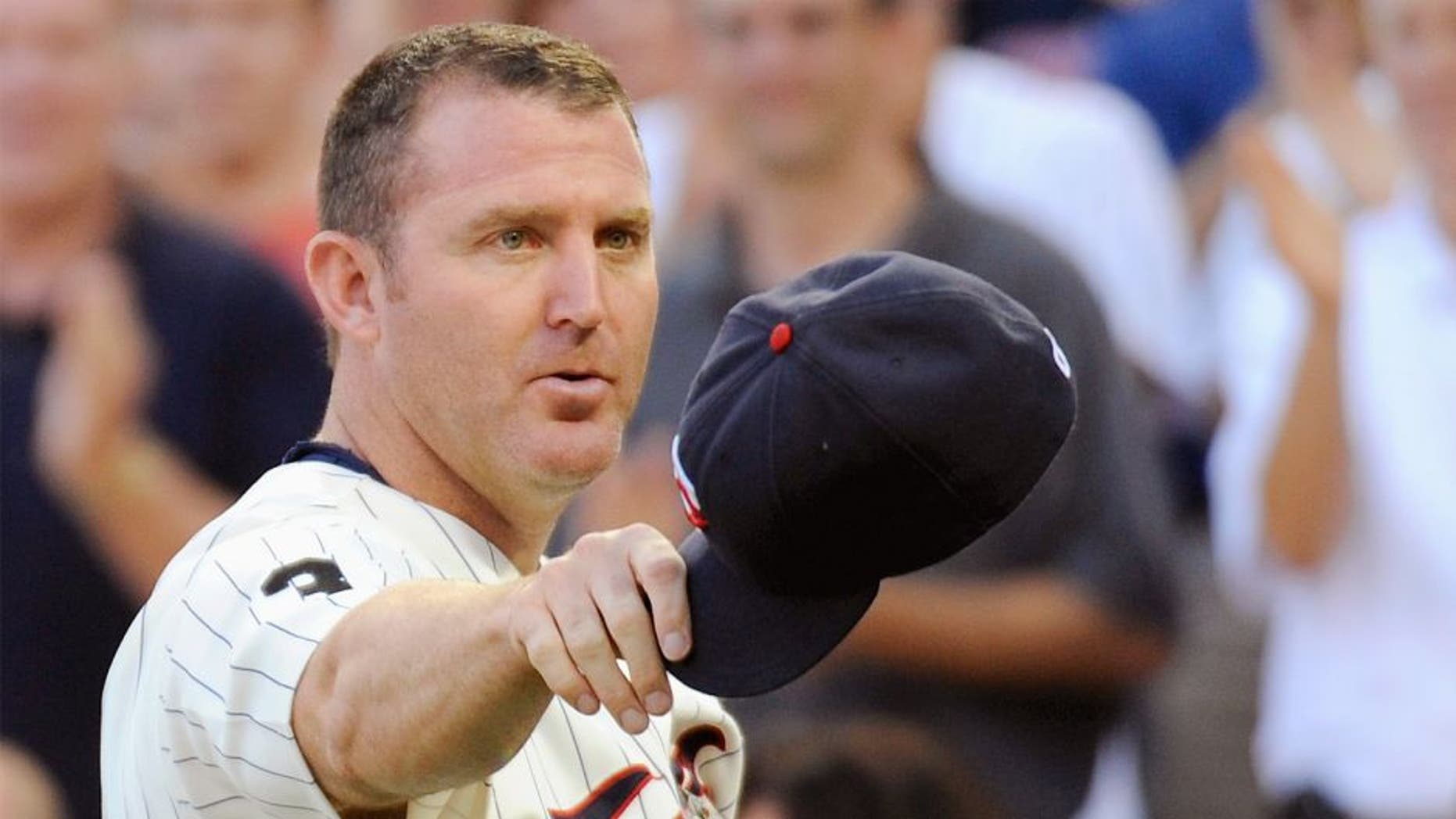 MINNEAPOLIS, MN - AUGUST 18: Jim Thome #25 of the Minnesota Twins waves to fans during a ceremony honoring his 600th career home run before the game against the New York Yankees on August 18, 2011 at Target Field in Minneapolis, Minnesota. The Yankees won 8-4. (Photo by Hannah Foslien/Getty Images)