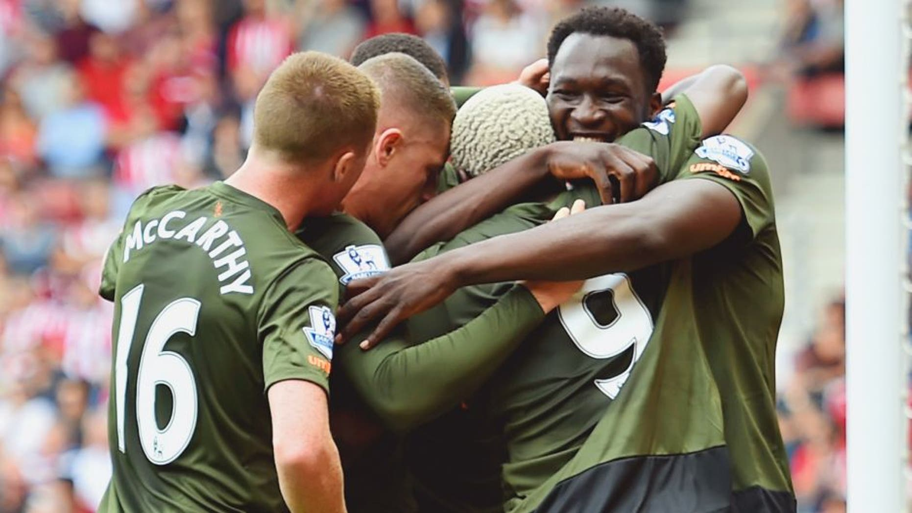 Romelu Lukaku (1st R) of Everton celebrates scoring his team's first goal with his team mates during the Barclays Premier League match between Southampton and Everton at St Mary's Stadium on August 15, 2015 in Southampton, United Kingdom. (Photo by Christopher Lee/Getty Images)