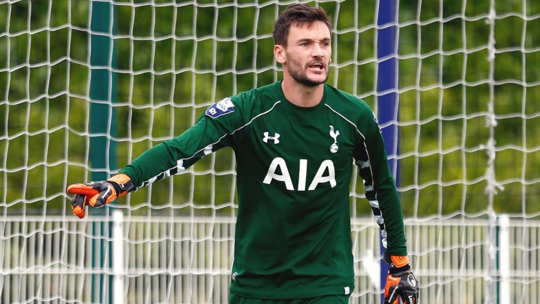 ENFIELD, ENGLAND - AUGUST 10: Goalkeeper Hugo Lloris of Spurs gives instructions during the Barclays U21 Premier League match between Tottenham Hotspur U21 and Everton U21 at Tottenham Hotspur Training Ground on August 10, 2015 in Enfield, England. (Photo by Julian Finney/Getty Images)
