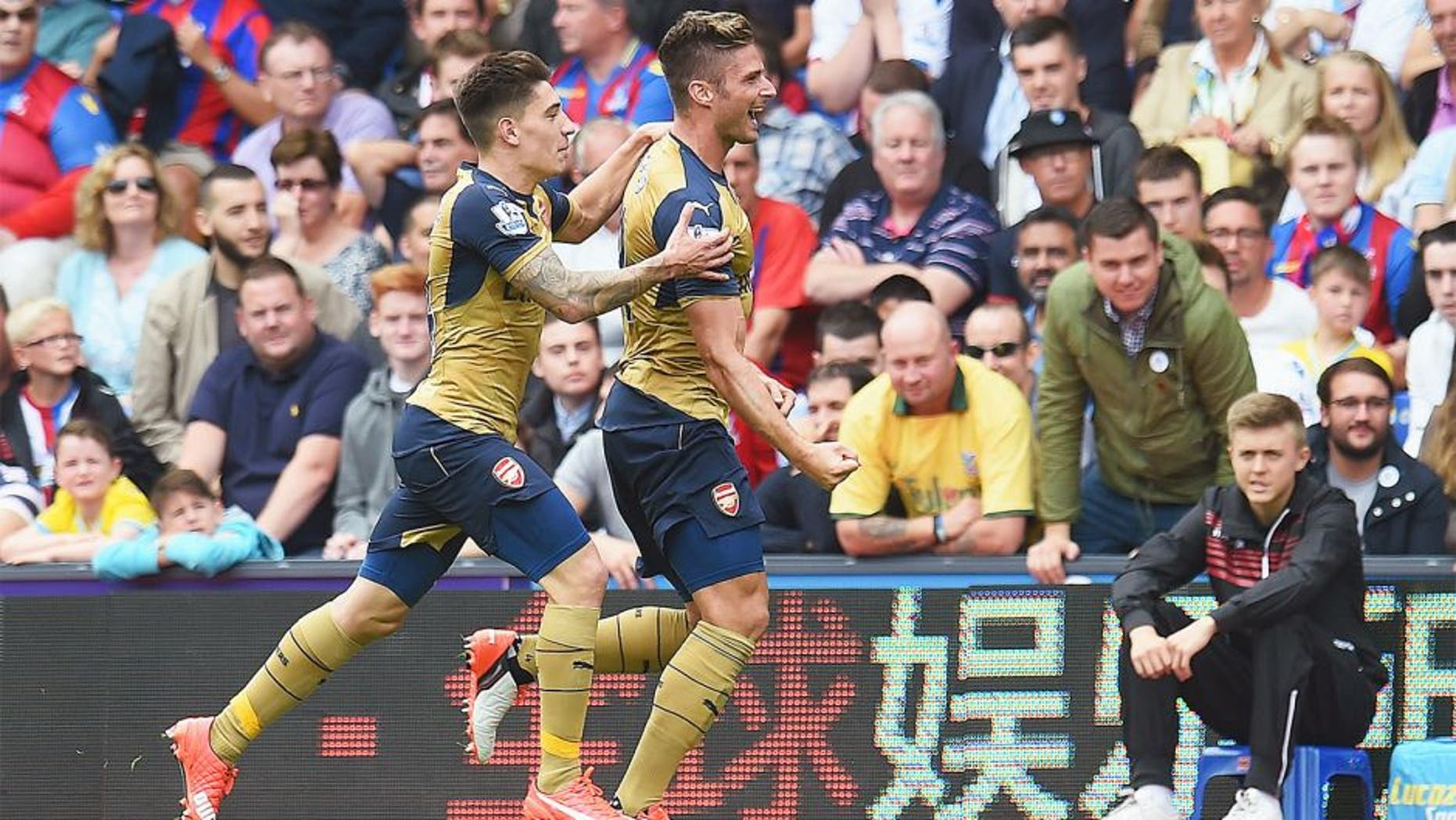 LONDON, ENGLAND - AUGUST 16: Olivier Giroud (R) of Arsenal celebrates scoring the opening goal with team mate Hector Bellerin during the Barclays Premier League match between Crystal Palace and Arsenal at Selhurst Park on August 16, 2015 in London, England. (Photo by Michael Regan/Getty Images)