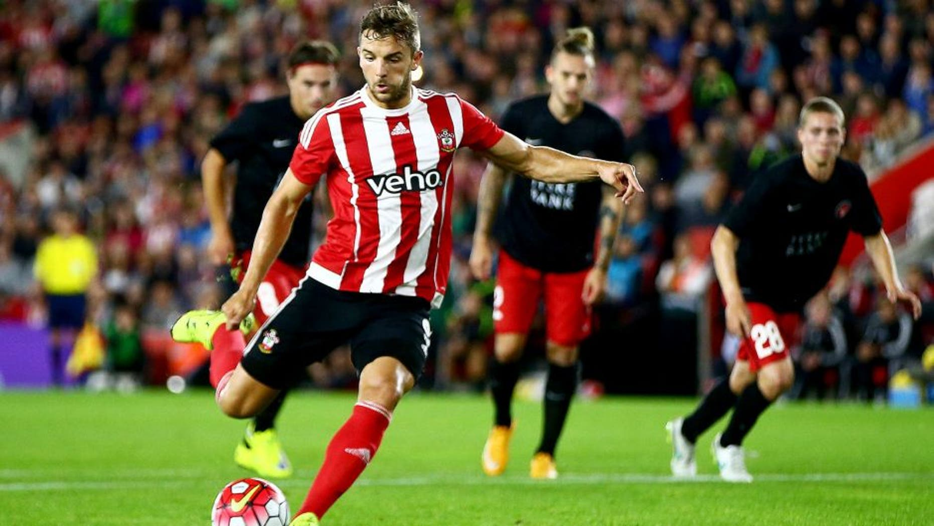 SOUTHAMPTON, ENGLAND - AUGUST 20: Jay Rodriguez of Southampton scores from the penalty spot during the UEFA Europa League Play Off Round 1st Leg match between Southampton and Midtjylland at St Mary's Stadium on August 20, 2015 in Southampton, England. (Photo by Jordan Mansfield/Getty Images)