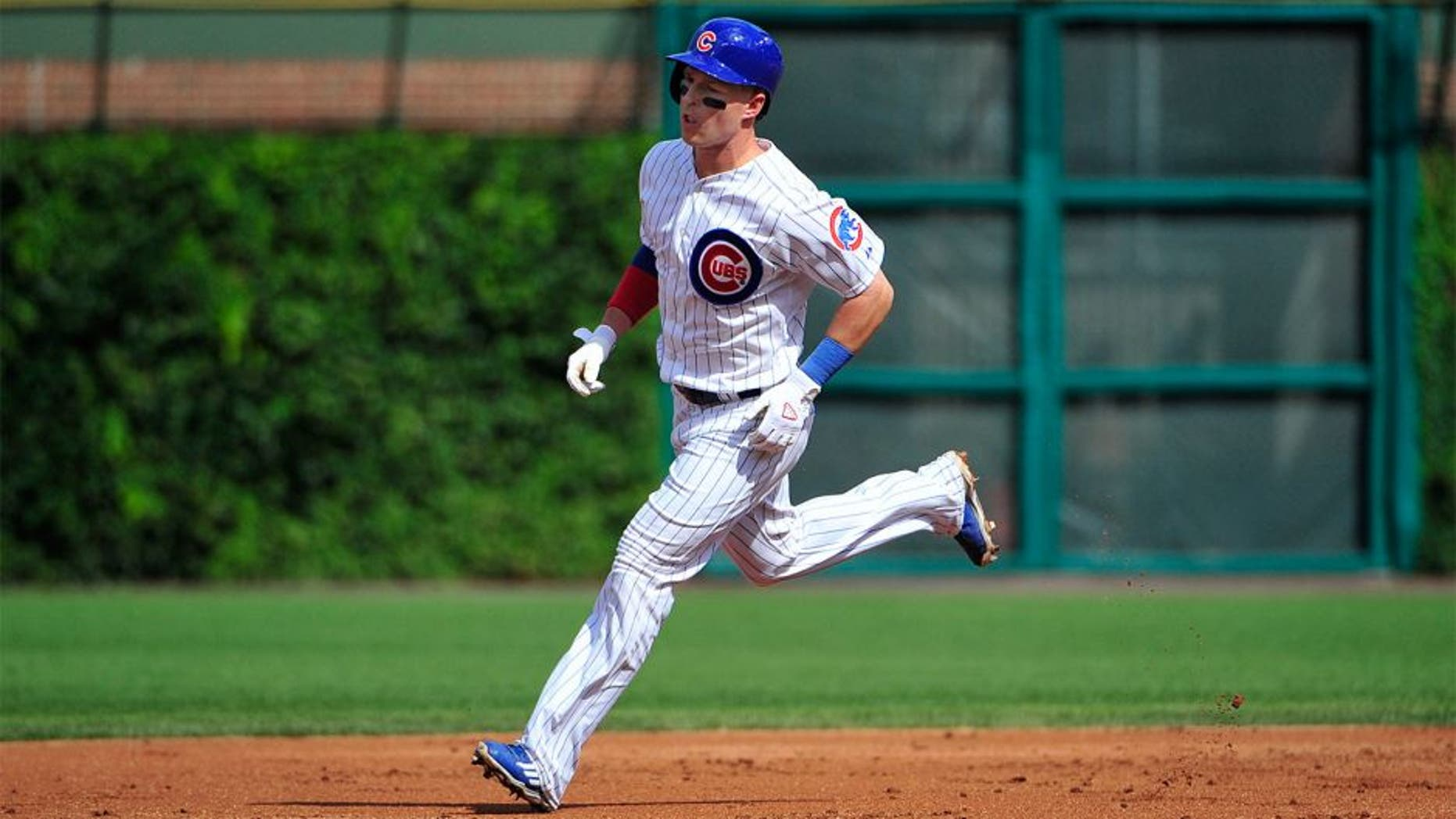 CHICAGO, IL - AUGUST 21: Chris Coghlan #8 of the Chicago Cubs runs the bases after hitting a home run against the Atlanta Braves during the first inning on August 21, 2015 at Wrigley Field in Chicago, Illinois. (Photo by David Banks/Getty Images)
