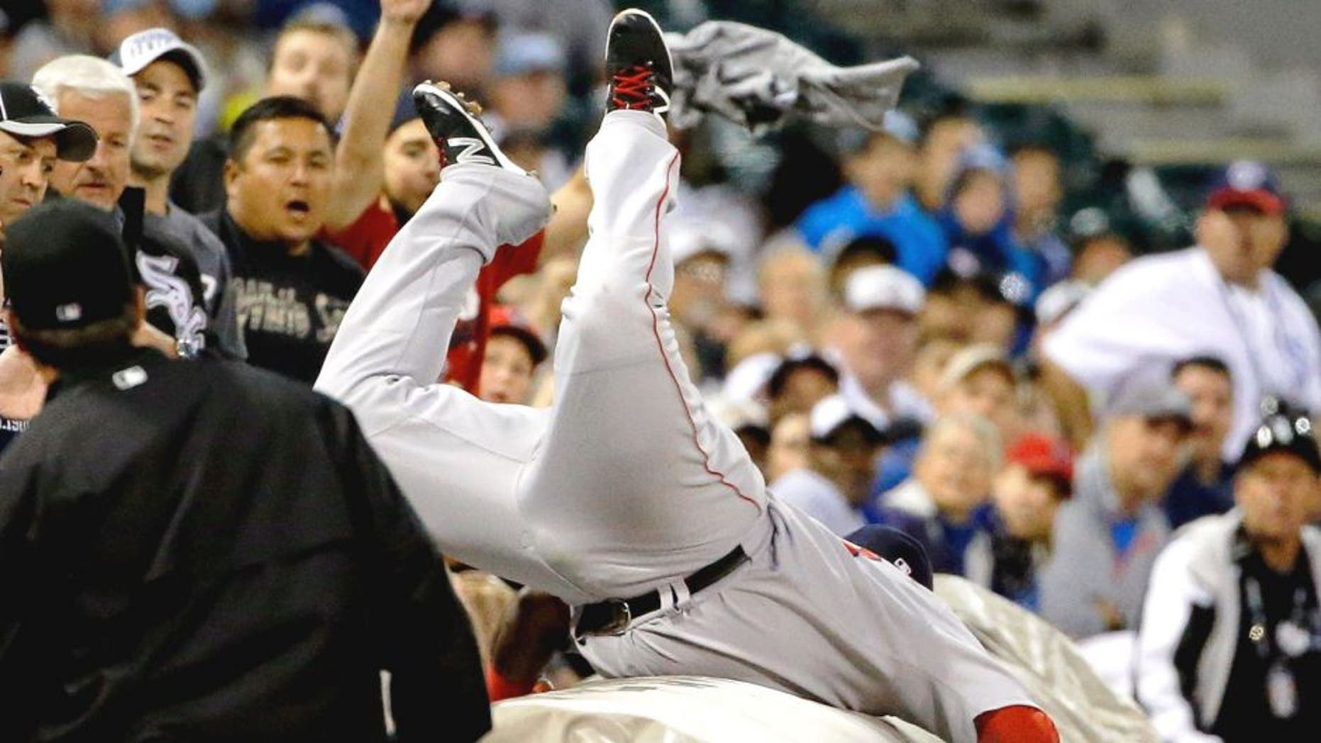 CHICAGO, IL - AUGUST 24: Pablo Sandoval #48 of the Boston Red Sox leaps onto the tarp to make a catch for an out against the Chicago White Sox during the second inning at U.S. Cellular Field on August 24, 2015 in Chicago, Illinois. (Photo by Jon Durr/Getty Images)