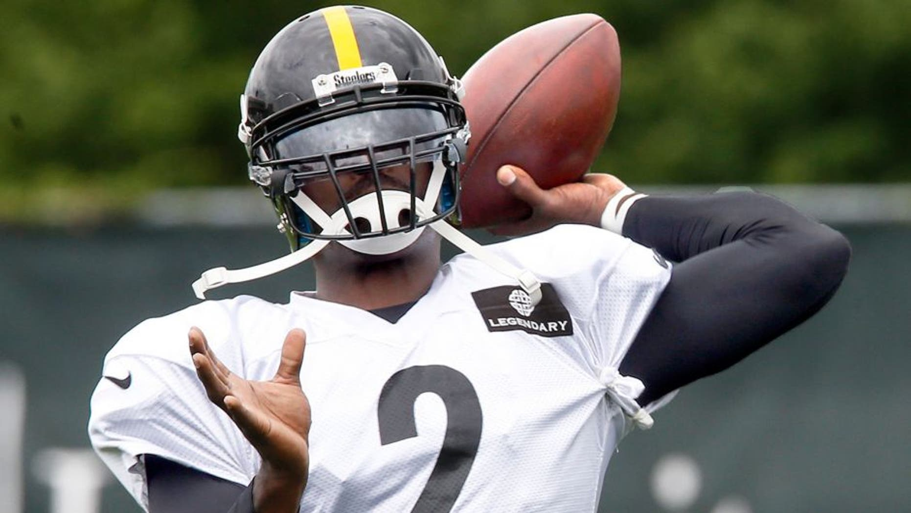 Pittsburgh Steelers quarterback Michael Vick passes during practice for the NFL football team, Wednesday, Aug. 26, 2015 in Pittsburgh. The Steelers signed Vick to a 1-year deal to replace backup Bruce Gradkowski, out with a hand injury. (AP Photo/Keith Srakocic)