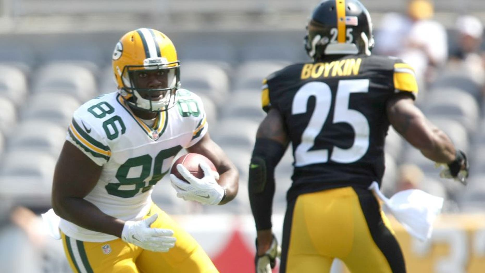 Aug 23, 2015; Pittsburgh, PA, USA; Green Bay Packers wide receiver Kennard Backman (86) runs the ball against Pittsburgh Steelers cornerback Brandon Boykin (25) during the second half of the game at Heinz Field. The Steelers won the game, 24-19. Mandatory Credit: Jason Bridge-USA TODAY Sports