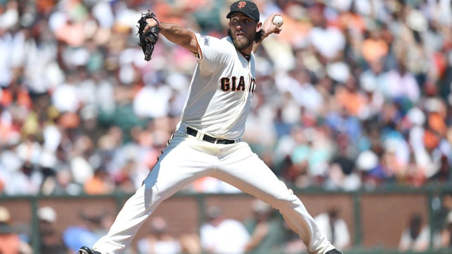 SAN FRANCISCO, CA - AUGUST 27: Madison Bumgarner #40 of the San Francisco Giants pitches against the Chicago Cubs in the top of the second inning at AT&T Park on August 27, 2015 in San Francisco, California. (Photo by Thearon W. Henderson/Getty Images)
