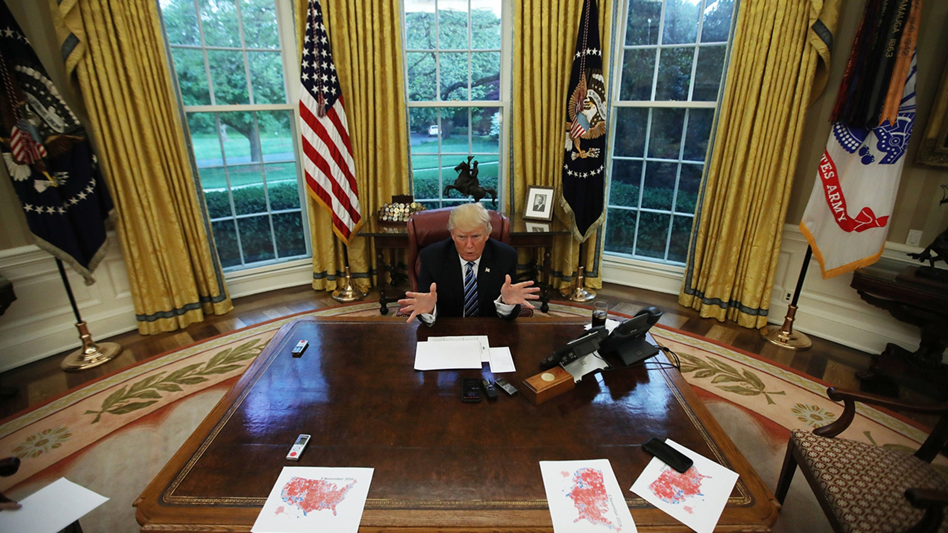 U.S. President Donald Trump speaks during an interview with Reuters in the Oval Office of the White House in Washington, U.S., April 27, 2017. REUTERS/Carlos Barria   TPX IMAGES OF THE DAY - HP1ED4S02VJ7Y