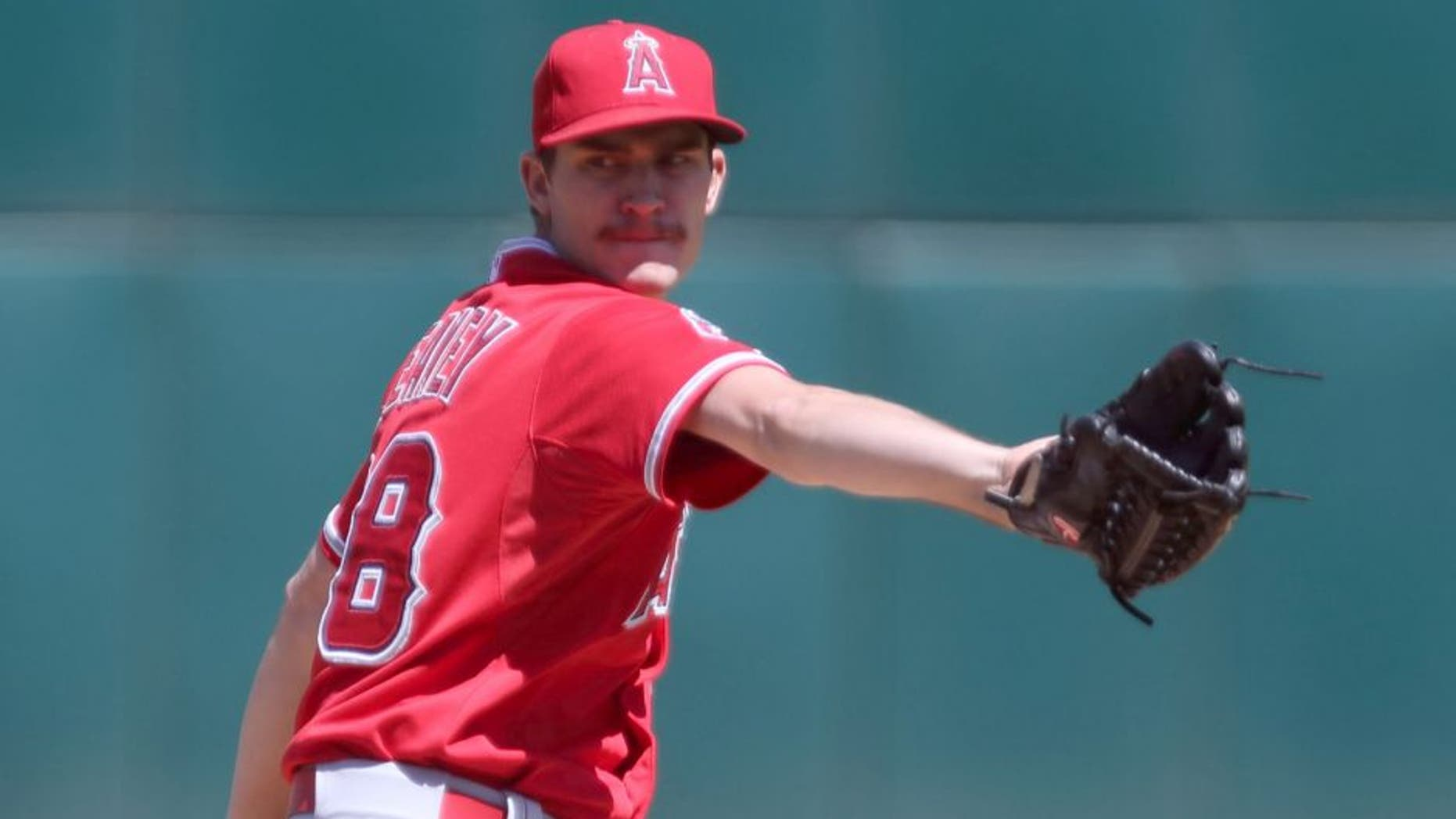 Sep 2, 2015; Oakland, CA, USA; Los Angeles Angels starting pitcher Andrew Heaney (28) pitches the ball against the Oakland Athletics during the first inning at O.co Coliseum. Mandatory Credit: Kelley L Cox-USA TODAY Sports