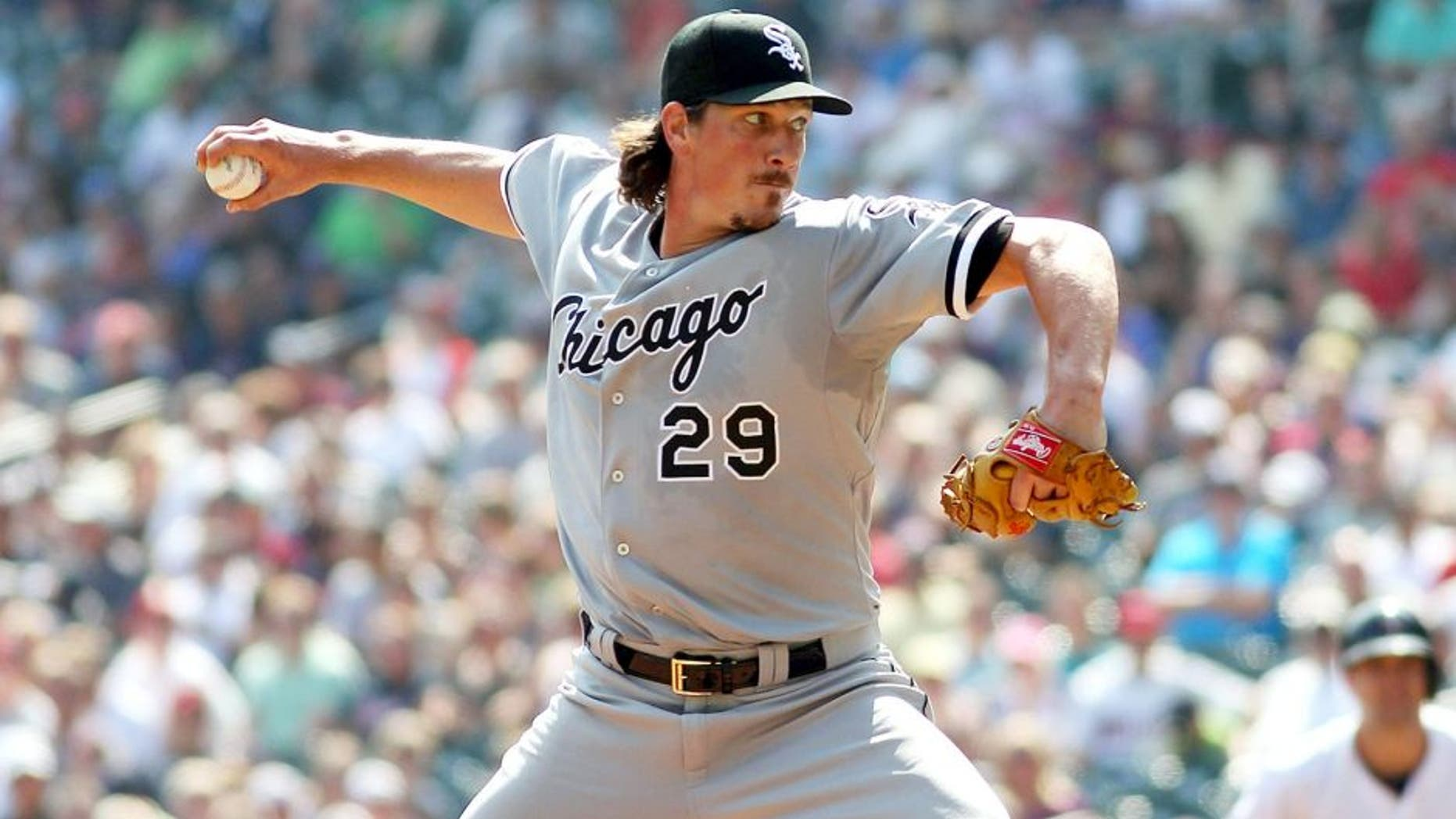 MINNEAPOLIS, MN - SEPTEMBER 3: Chicago White Sox Jeff Samardzija #29 in the first inning during MLB game action against the Minnesota Twins on September 3, 2015 at Target Field in Minneapolis, Minnesota. (Photo by Andy Clayton-King/Getty Images)