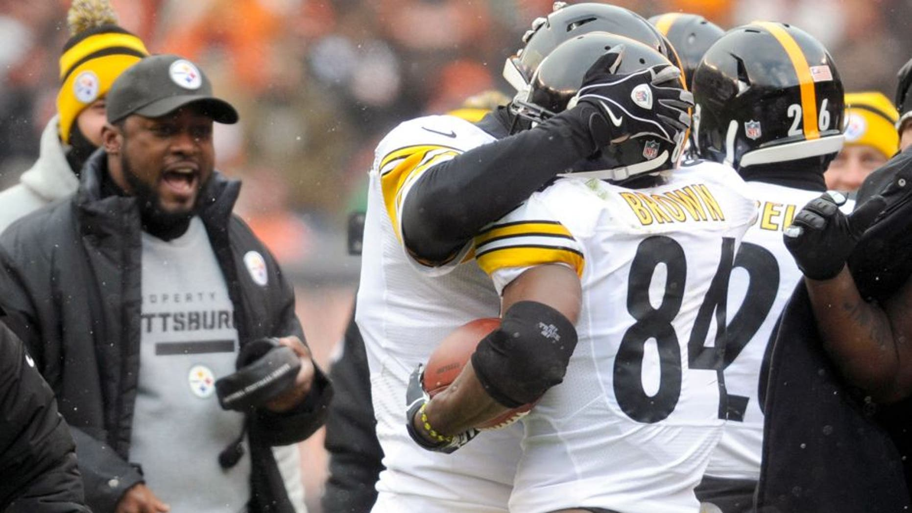 Nov 24, 2013; Cleveland, OH, USA; Pittsburgh Steelers wide receiver Antonio Brown (84) and Pittsburgh Steelers quarterback Ben Roethlisberger (7) celebrate a second quarter touchdown against the Cleveland Browns at FirstEnergy Stadium. Mandatory Credit: Ken Blaze-USA TODAY Sports