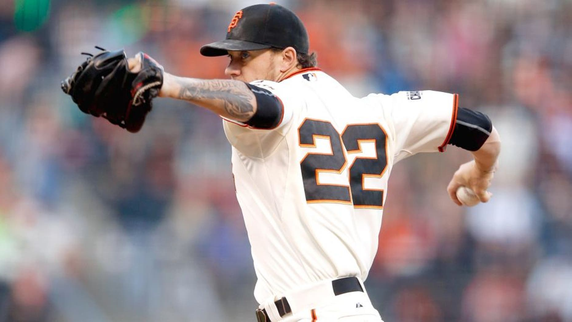 SAN FRANCISCO, CA - AUGUST 26: Jake Peavy #22 of the San Francisco Giants pitches against the Chicago Cubs in the first innig at AT&T Park on August 26, 2015 in San Francisco, California. (Photo by Ezra Shaw/Getty Images)