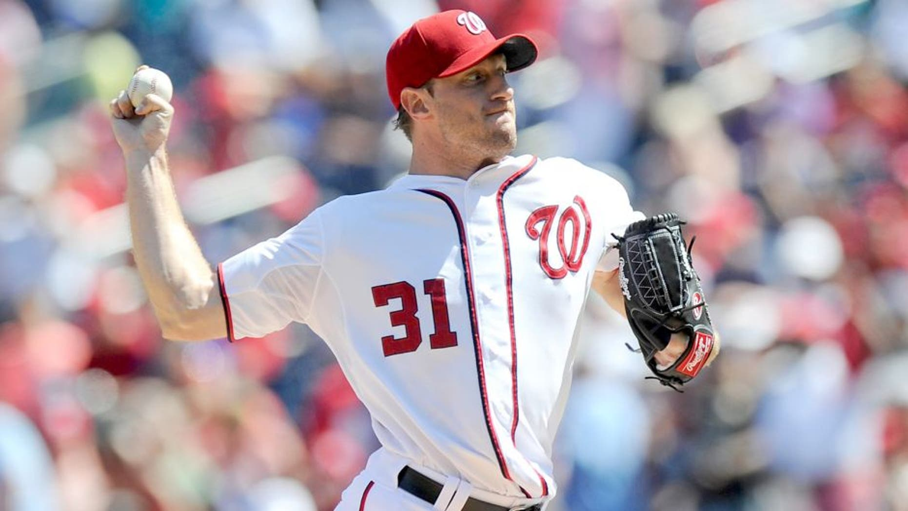 WASHINGTON, DC - SEPTEMBER 07: Max Scherzer #31 of the Washington Nationals pitches in the first inning against the New York Mets at Nationals Park on September 7, 2015 in Washington, DC. (Photo by Greg Fiume/Getty Images)