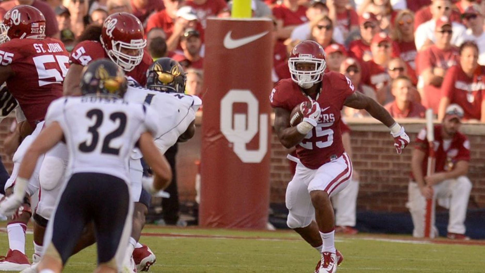 Sep 5, 2015; Norman, OK, USA; Oklahoma Sooners running back Joe Mixon (25) runs the ball against the Akron Zips during the third quarter at Gaylord Family - Oklahoma Memorial Stadium. Mandatory Credit: Mark D. Smith-USA TODAY Sports