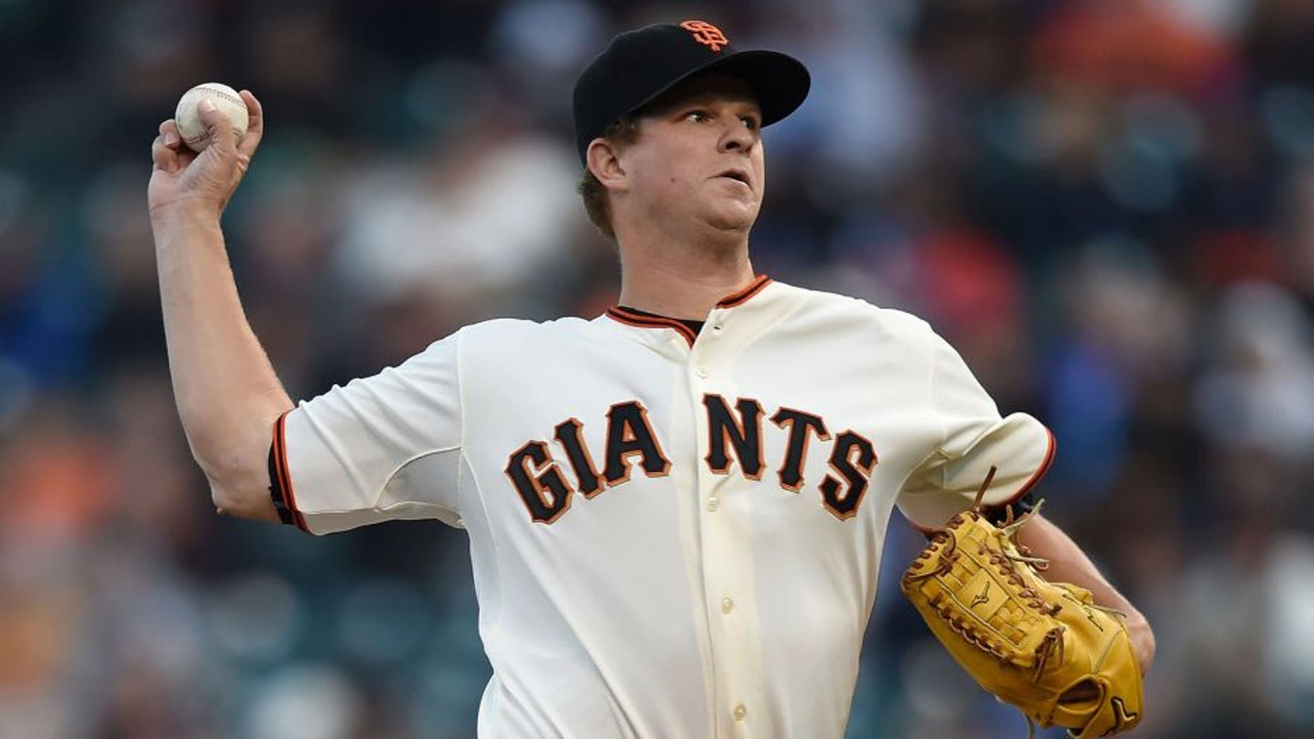 SAN FRANCISCO, CA - AUGUST 25: Matt Cain #18 of the San Francisco Giants pitches against the Chicago Cubs in the top of the first inning at AT&T Park on August 25, 2015 in San Francisco, California. (Photo by Thearon W. Henderson/Getty Images)