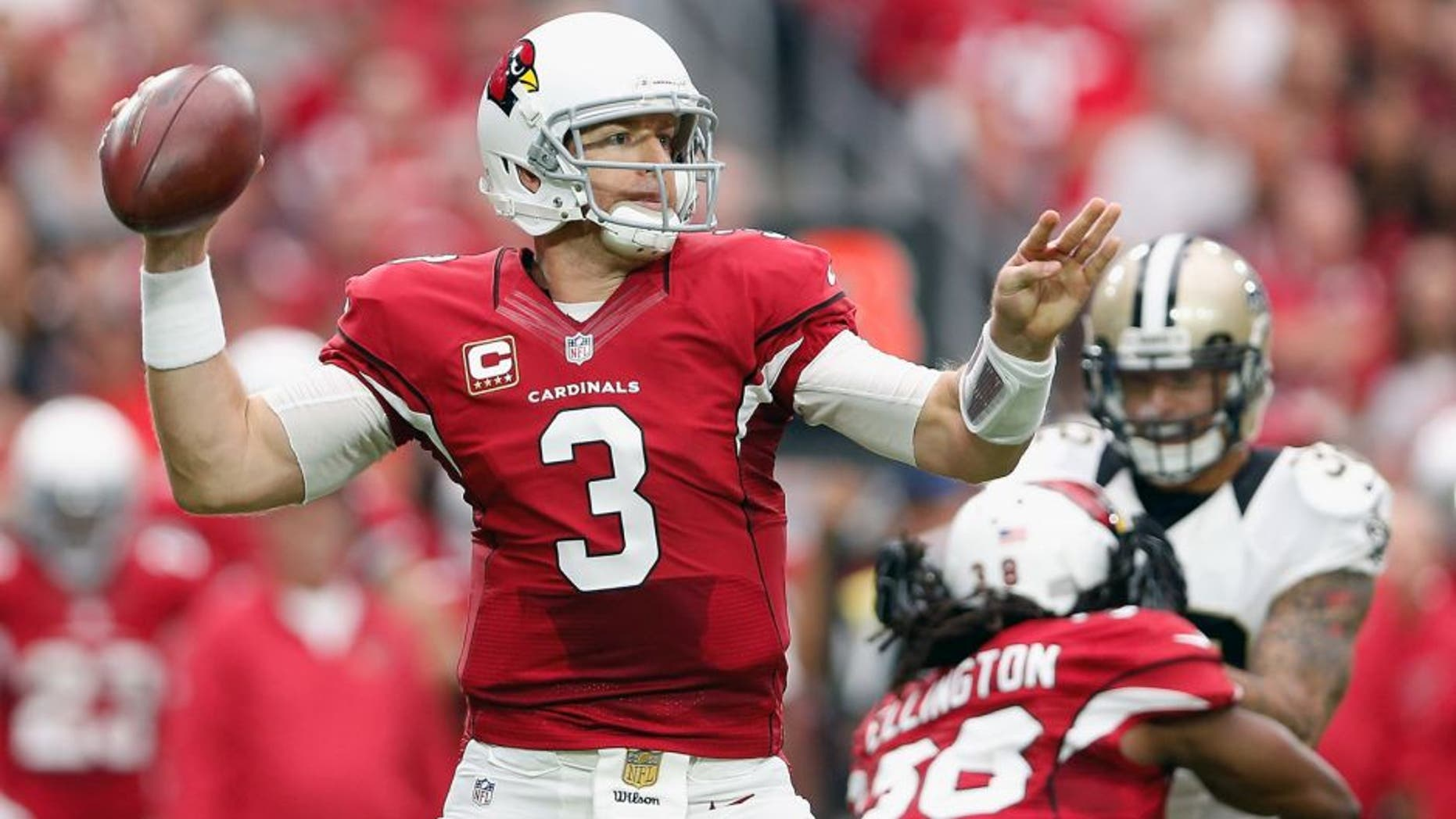 GLENDALE, AZ - SEPTEMBER 13: Quarterback Carson Palmer #3 of the Arizona Cardinals throws a pass during the first half of the NFL game against the New Orleans Saints at the University of Phoenix Stadium on September 13, 2015 in Glendale, Arizona. (Photo by Christian Petersen/Getty Images)