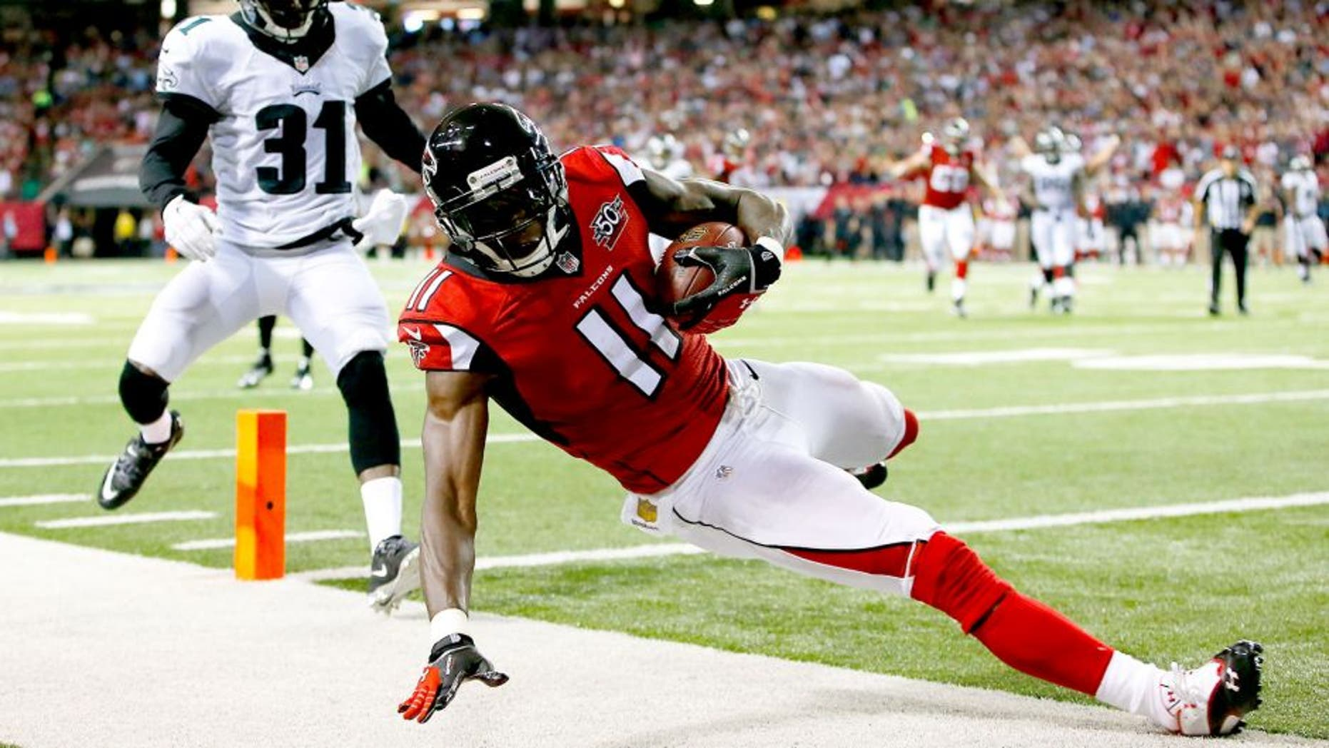 ATLANTA, GA - SEPTEMBER 14: Julio Jones #11 of the Atlanta Falcons scores a touchdown against Byron Maxwell #31 of the Philadelphia Eagles during the first half at the Georgia Dome on September 14, 2015 in Atlanta, Georgia. (Photo by Kevin C. Cox/Getty Images)