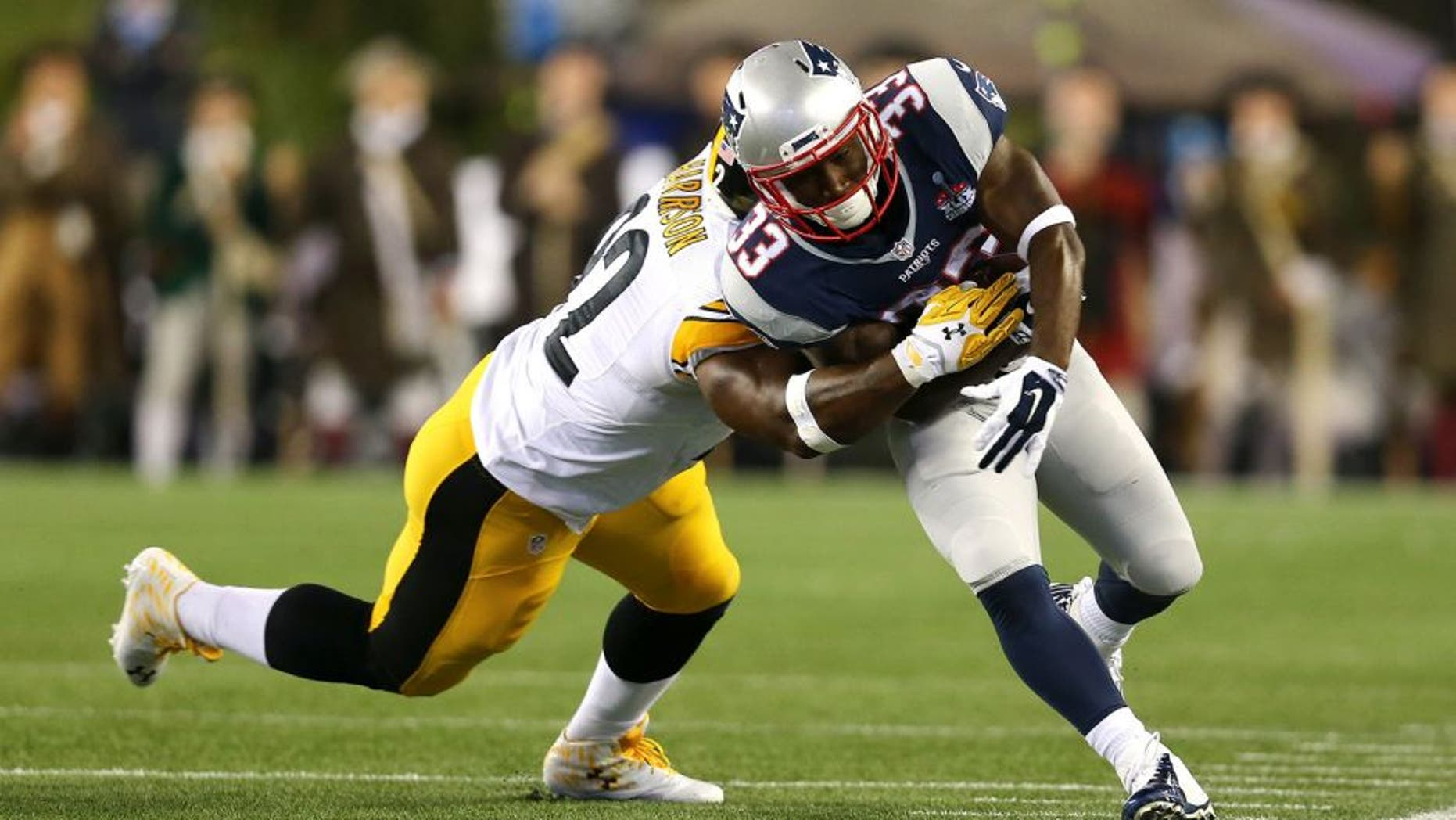 FOXBORO, MA - SEPTEMBER 10: Dion Lewis #33 of the New England Patriots runs with the ball against James Harrison #92 of the Pittsburgh Steelers at Gillette Stadium on September 10, 2015 in Foxboro, Massachusetts. (Photo by Jim Rogash/Getty Images)
