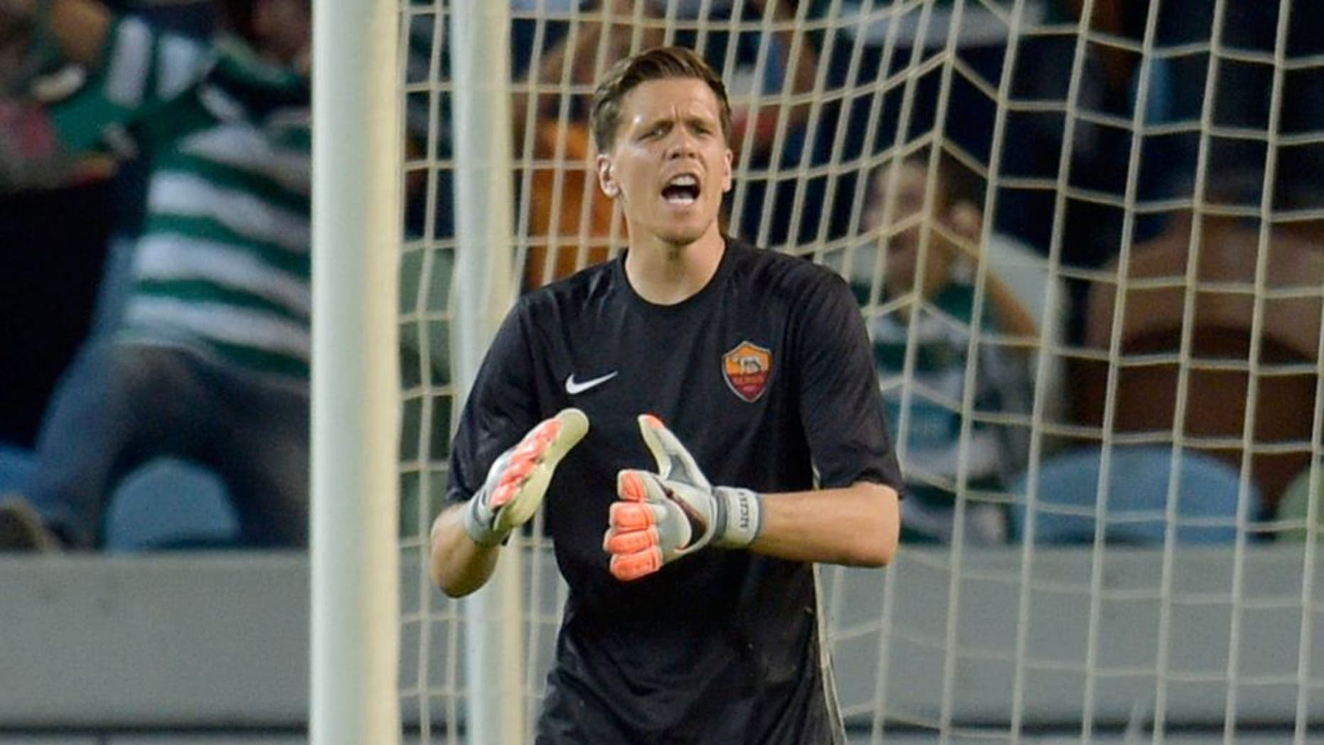 LISBON, PORTUGAL - AUGUST 01: AS Roma player Wojciech Szczesny reacts during the pre-season friendly match between Sporting CP and AS Roma at Estadio Jose Alvalade on August 1, 2015 in Lisbon, Portugal. (Photo by Luciano Rossi/AS Roma via Getty Images)