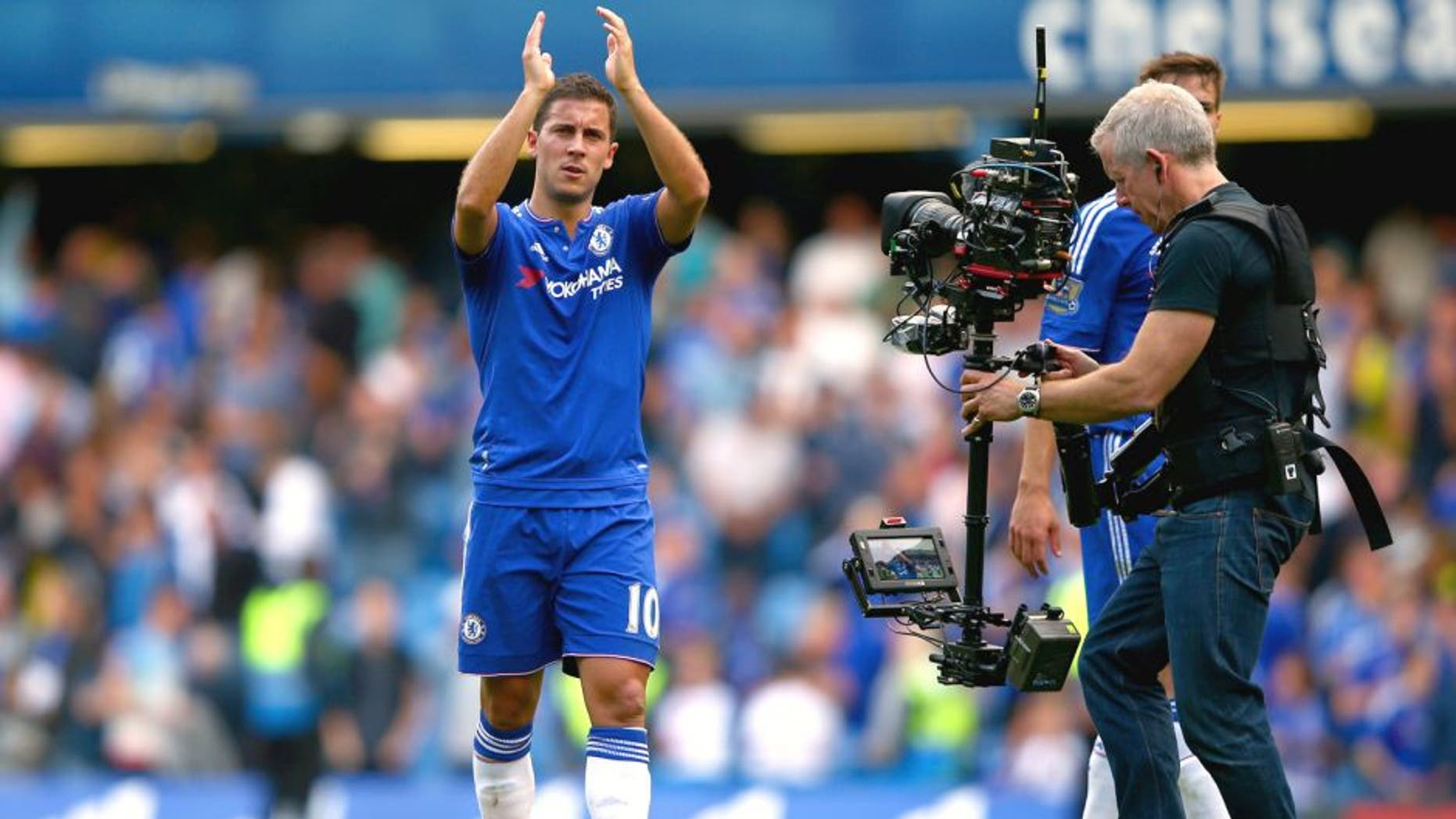 LONDON, ENGLAND - SEPTEMBER 19: Eden Hazard of Chelsea celebrates his team's 2-0 win in the Barclays Premier League match between Chelsea and Arsenal at Stamford Bridge on September 19, 2015 in London, United Kingdom. (Photo by Ian Walton/Getty Images)