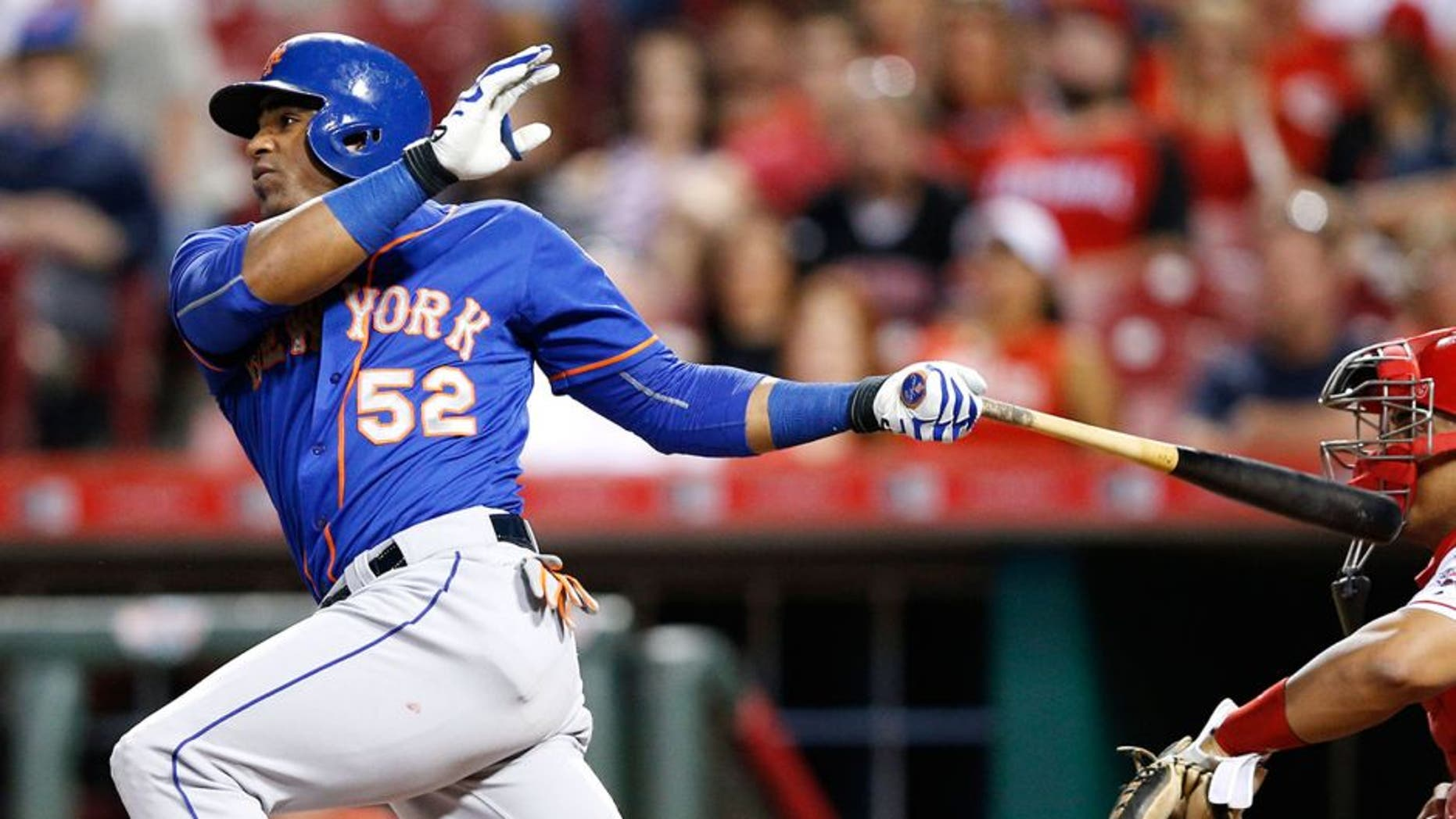 CINCINNATI, OH - SEPTEMBER 24: Yoenis Cespedes #52 of the New York Mets singles to drive in a run against the Cincinnati Reds in the seventh inning at Great American Ball Park on September 24, 2015 in Cincinnati, Ohio. (Photo by Joe Robbins/Getty Images)
