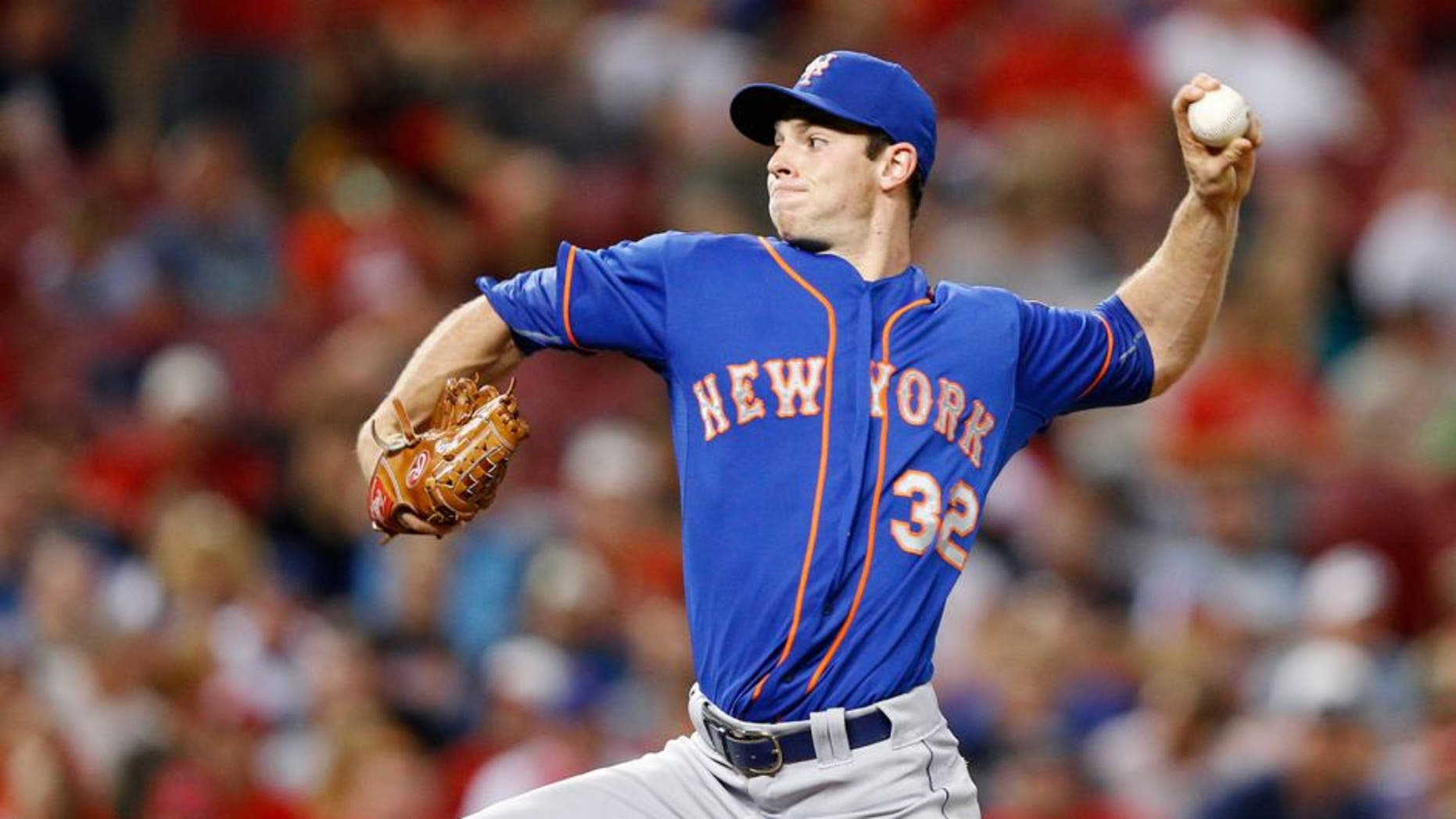 CINCINNATI, OH - SEPTEMBER 24: Steven Matz #32 of the New York Mets pitches in the third inning against the Cincinnati Reds at Great American Ball Park on September 24, 2015 in Cincinnati, Ohio. (Photo by Joe Robbins/Getty Images)