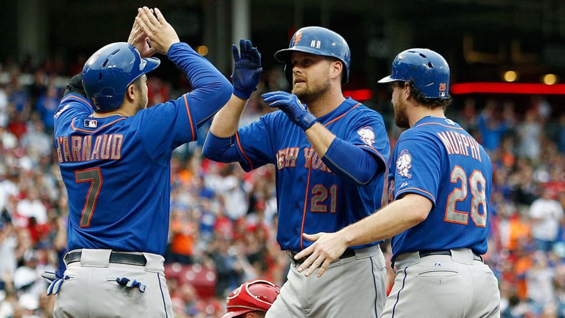 Sep 26, 2015; Cincinnati, OH, USA; New York Mets first baseman Lucas Duda (21) is congratulated by catcher Travis d'Arnaud (7) and second baseman Daniel Murphy (28) after Duda hit a grand slam against the Cincinnati Reds in the first inning at Great American Ball Park. Mandatory Credit: David Kohl-USA TODAY Sports