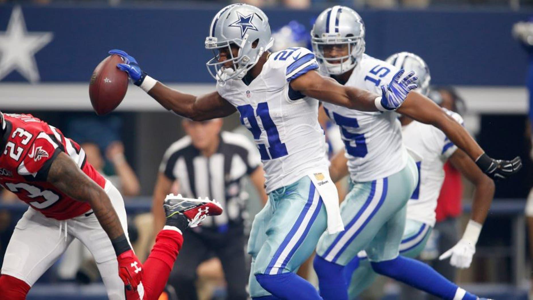 Sep 27, 2015; Arlington, TX, USA; Dallas Cowboys running back Joseph Randle (21) scores a first quarter touchdown against the Atlanta Falcons at AT&T Stadium. Mandatory Credit: Matthew Emmons-USA TODAY Sports