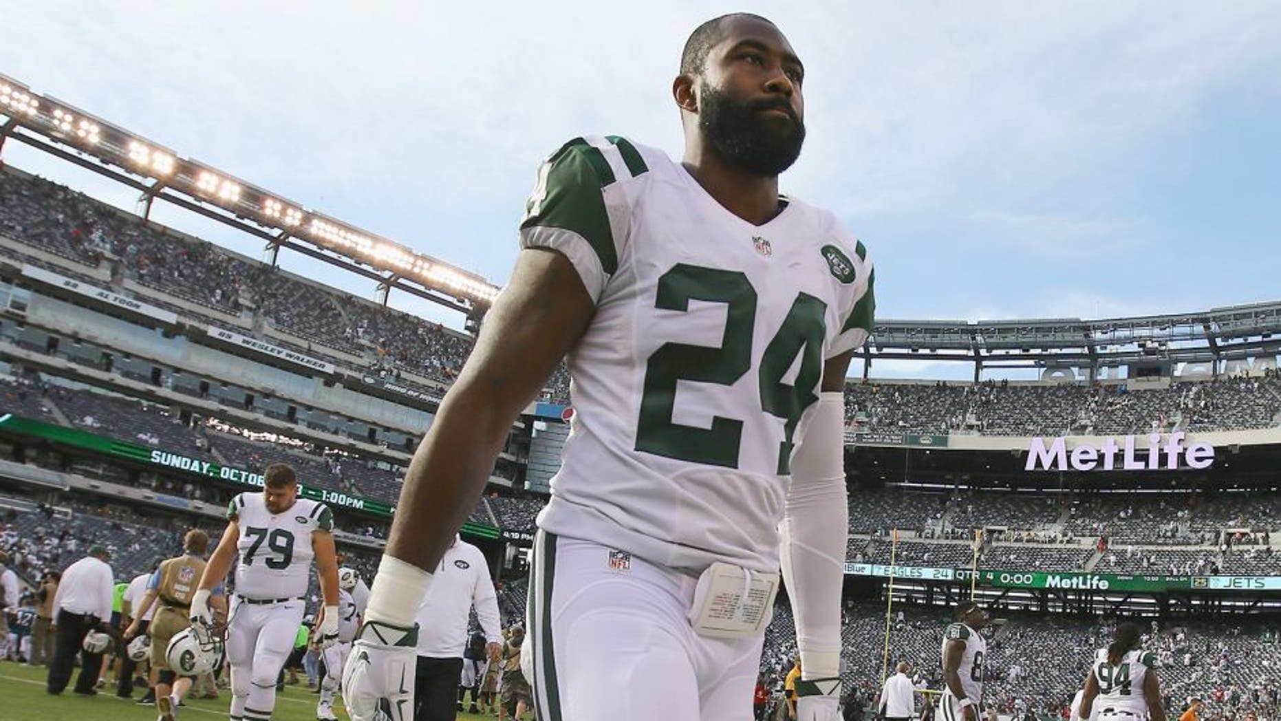 EAST RUTHERFORD, NJ - SEPTEMBER 27: Darrelle Revis #24 of the New York Jets walks off the field after the Jets 24-17 loss against the Philadelphia Eagles at MetLife Stadium on September 27, 2015 in East Rutherford, New Jersey. (Photo by Al Bello/Getty Images)