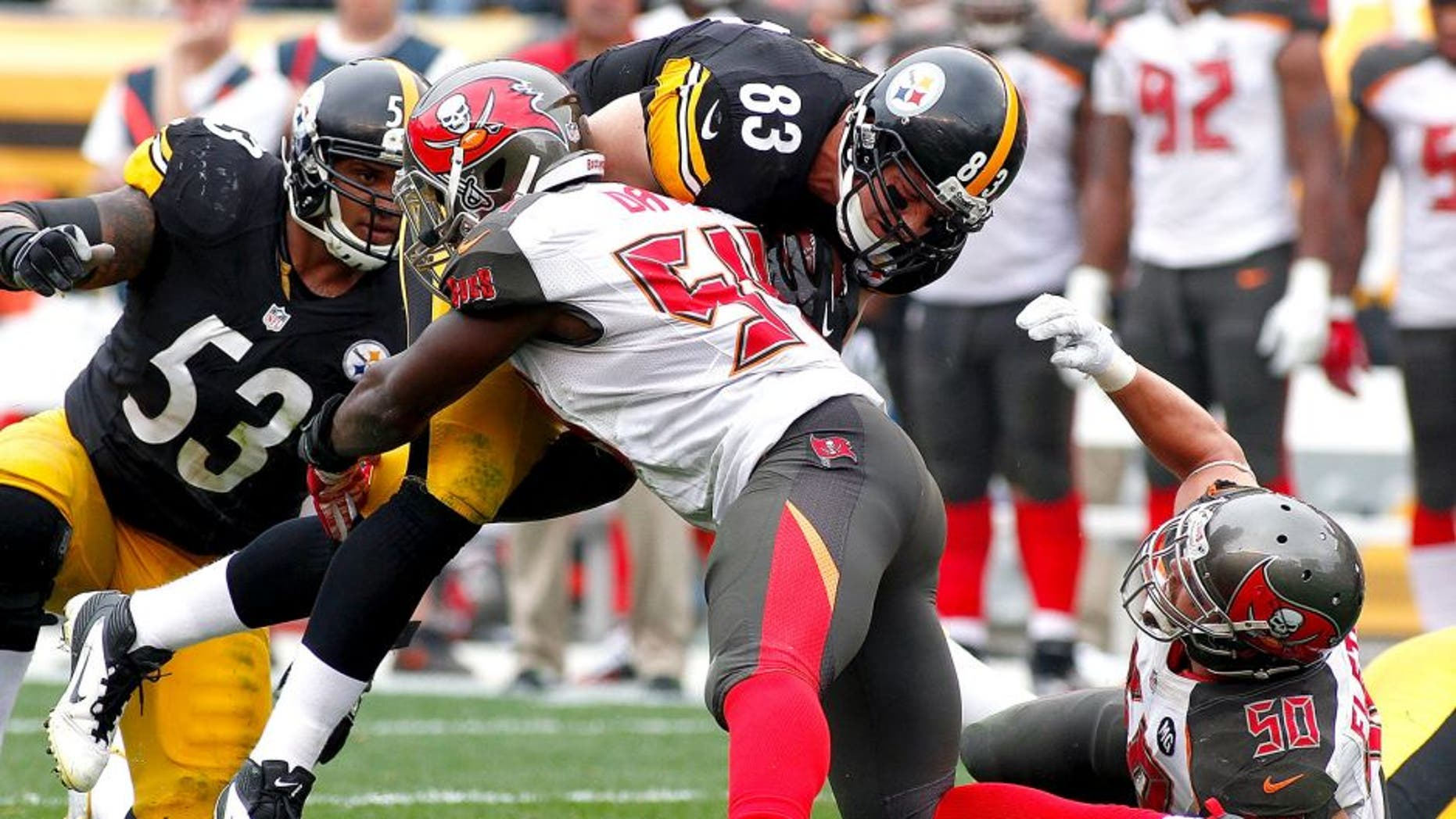 PITTSBURGH, PA - SEPTEMBER 28: Heath Miller #83 of the Pittsburgh Steelers gets tackled by Lavonte David #54 of the Tampa Bay Buccaneers during the second quarter at Heinz Field on September 28, 2014 in Pittsburgh, Pennsylvania. (Photo by Justin K. Aller/Getty Images)