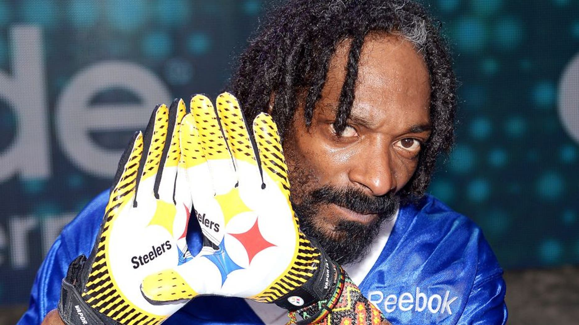 NEW ORLEANS, LA - FEBRUARY 02: Rapper Snoop Dogg attends DIRECTV'S Seventh Annual Celebrity Beach Bowl at DTV SuperFan Stadium at Mardi Gras World on February 2, 2013 in New Orleans, Louisiana. (Photo by Michael Loccisano/Getty Images For DirecTV)