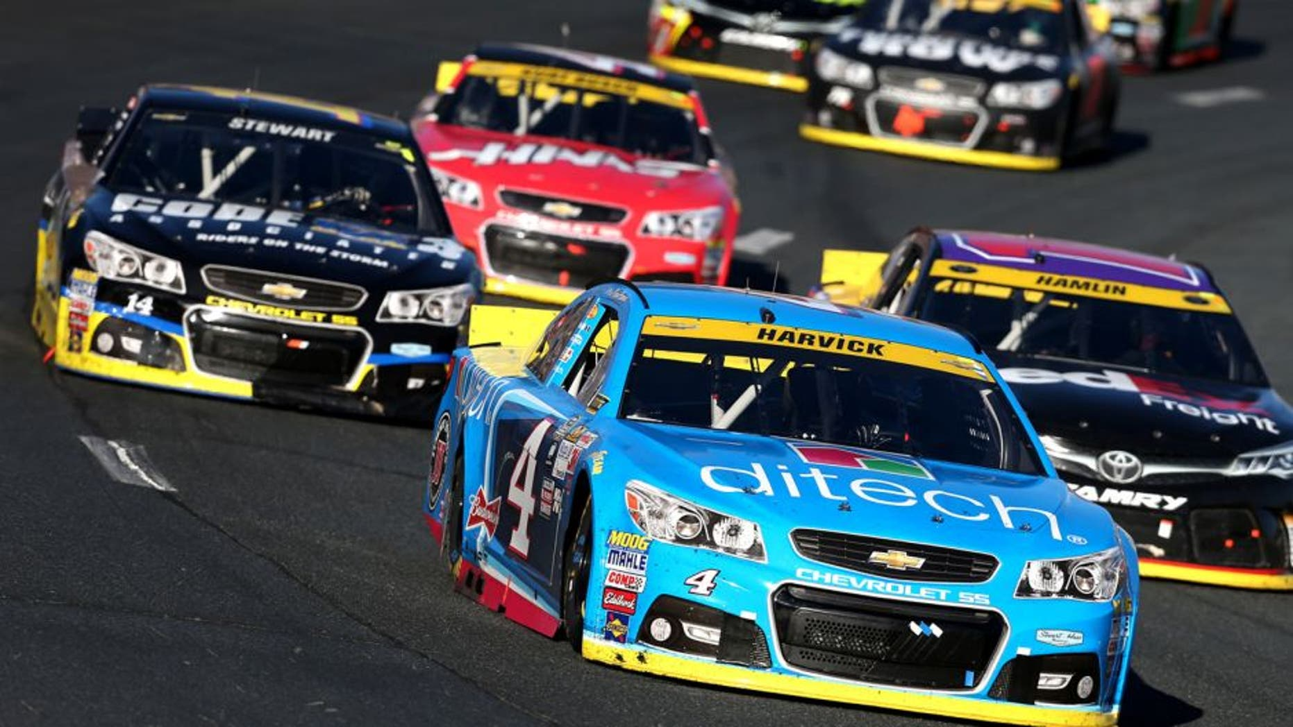 LOUDON, NH - SEPTEMBER 27: Kevin Harvick, driver of the #4 Ditech Chevrolet, leads a pack of cars during the NASCAR Sprint Cup Series SYLVANIA 300 at New Hampshire Motor Speedway on September 27, 2015 in Loudon, New Hampshire. (Photo by Todd Warshaw/NASCAR via Getty Images)