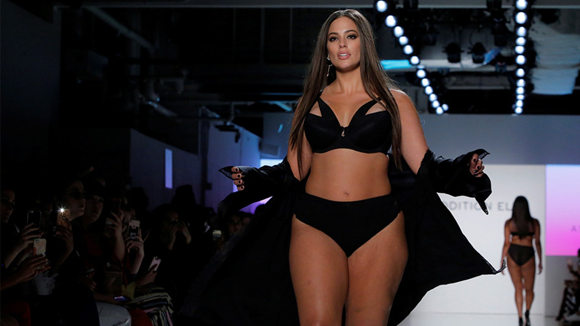 Model Ashley Graham walks the runway during the Addition Elle Spring/Summer 2018 presentation at New York Fashion Week in Manhattan, New York, U.S., September 11, 2017.  REUTERS/Andrew Kelly - RC16E0F1A890