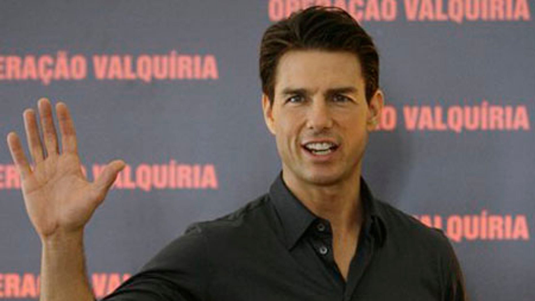 """** CORRECTS MONTH TO FEB. ** U.S. actor Tom Cruise waves during a photo call to promote his movie """"Valkyrie"""" in Rio de Janeiro, Tuesday, Feb. 3, 2009.  (AP Photo/Ricardo Moraes)"""