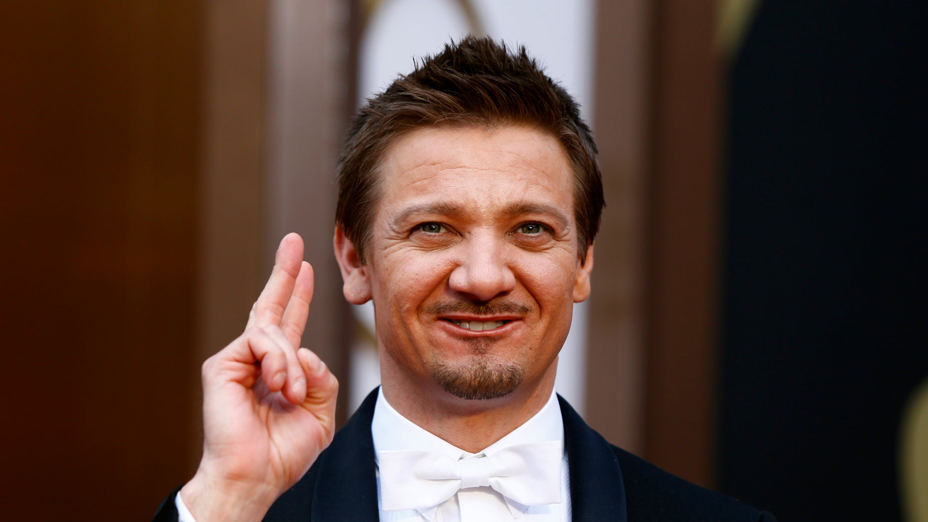 Actor Jeremy Renner arrives at the 86th Academy Awards in Hollywood, California March 2, 2014.   REUTERS/Lucas Jackson (UNITED STATES TAGS: ENTERTAINMENT) (OSCARS-ARRIVALS) - RTR3FXZ8