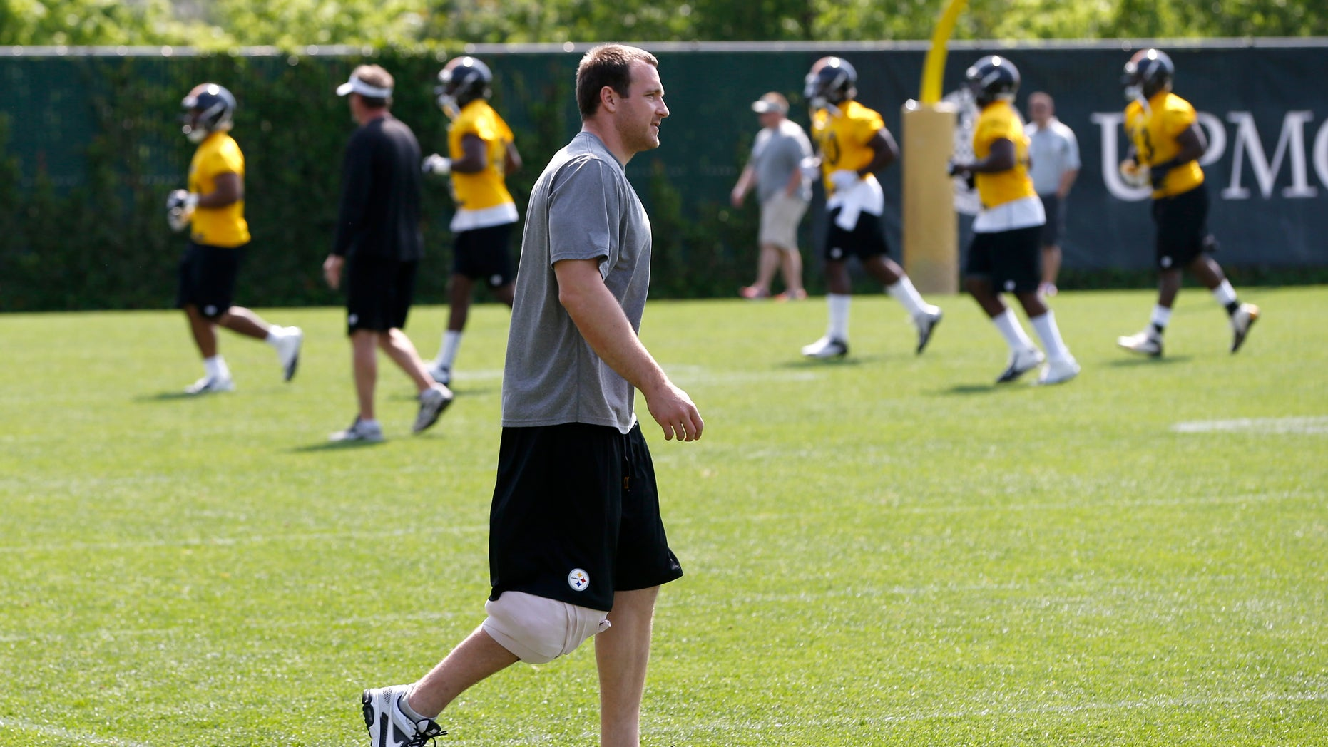 Pittsburgh Steelers tight end Heath Miller walks across the practice field with his right knee wrapped during the NFL football OTA session on  Wednesday, May 22, 2013  at the team headquarters in Pittsburgh. Miller is recovering from an injury from last season. (AP Photo/Keith Srakocic)