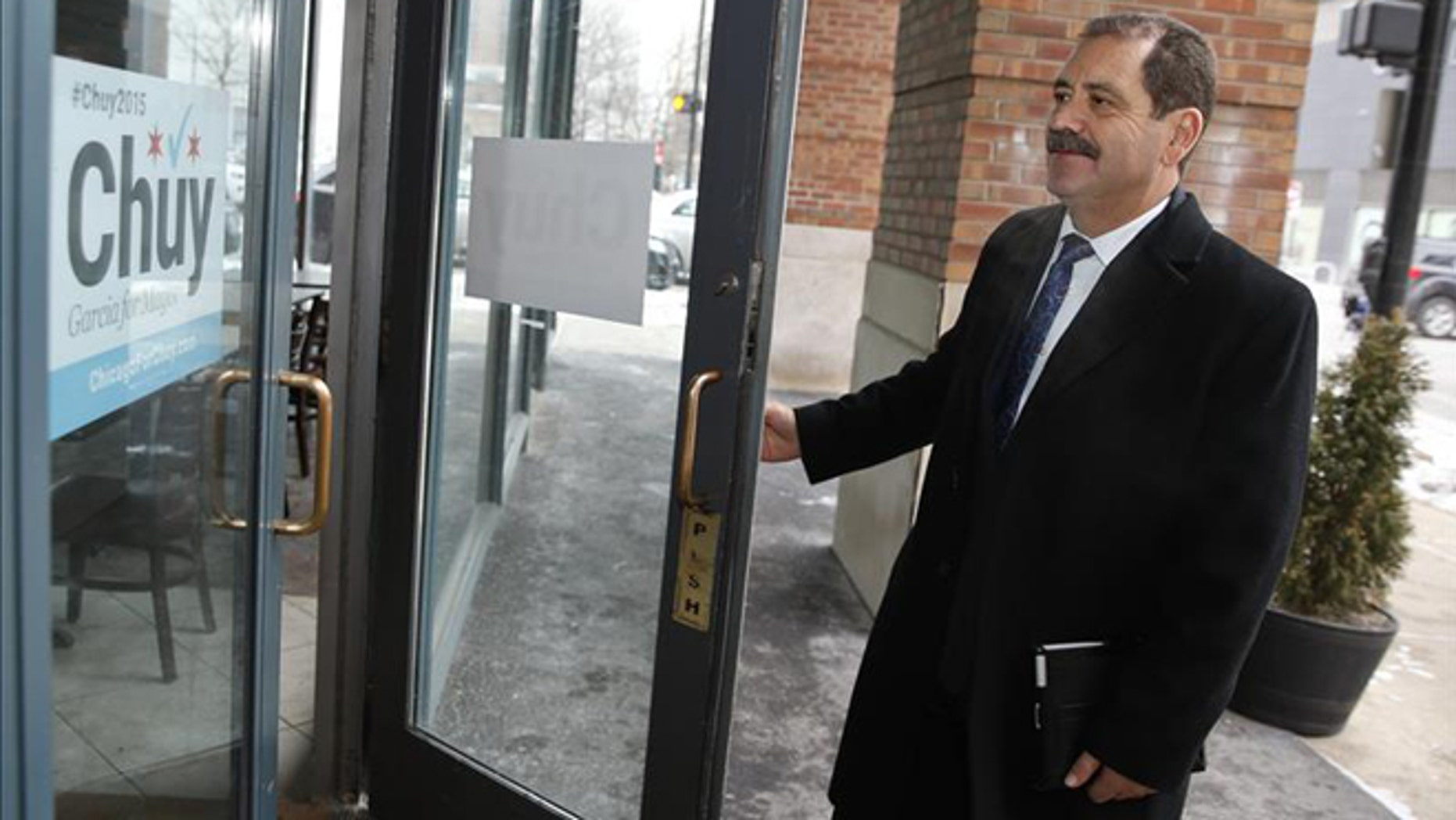 "Jesus ""Chuy"" Garcia, the Mexican-born candidate for mayor of Chicago, seen arriving at his campaign headquarters, says that if he wins the city's all-Democratic mayoral runoff against incumbent Rahm Emanuel, it will have national repercussions for the Democratic Party. (Photo: EFE/File)"