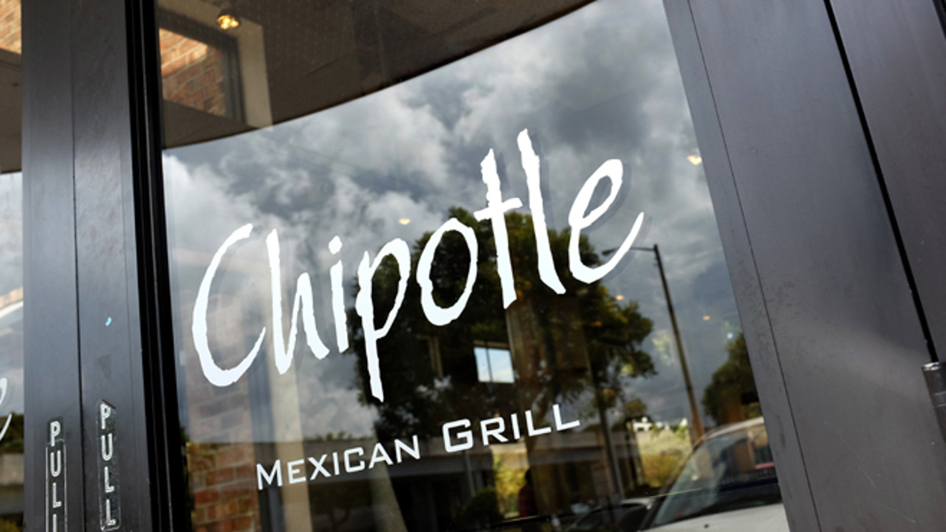 MIAMI, FL - MARCH 05:  A Chipotle restaurant is seen on March 5, 2014 in Miami, Florida. The Mexican fast food chain is reported to have tossed around the idea that it would temporarily suspend sales of guacamole due to an increase in food costs.  (Photo by Joe Raedle/Getty Images)