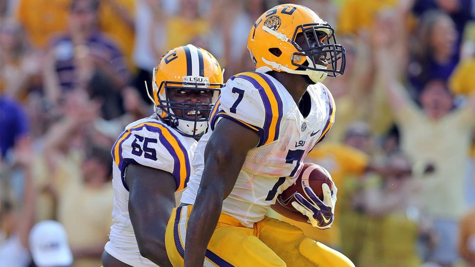 BATON ROUGE, LA - SEPTEMBER 19: Leonard Fournette #7 of the Louisiana State University Tigers runs for a touchdown against the Auburn University Tigers at Tiger Stadium on September 19, 2015 in Baton Rouge, Louisiana. The LSU Tigers the Auburn Tigers 45-21. (Photo by Layne Murdoch/Getty Images)