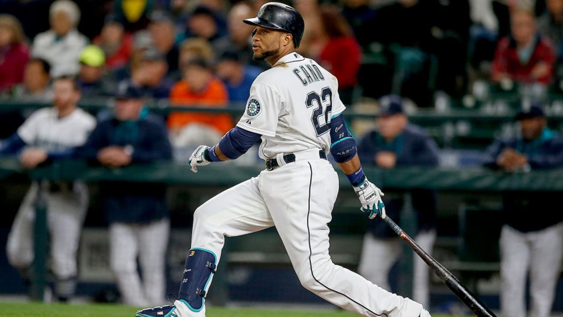SEATTLE, WA - SEPTEMBER 28: Robinson Cano #22 of the Seattle Mariners singles in the fourth inning against the Houston Astros at Safeco Field on September 28, 2015 in Seattle, Washington. (Photo by Otto Greule Jr/Getty Images)
