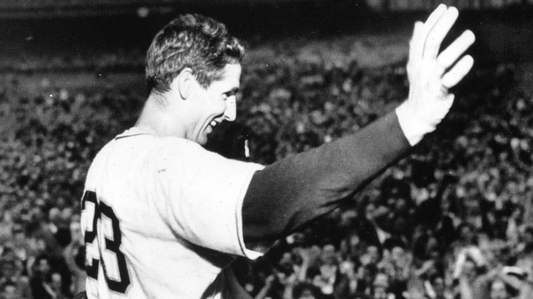 NEW YORK - OCTOBER 1, 1951. Bobby Thomson waves to the cheering crowd after his walk off home run defeated the Brooklyn Dodgers for the National League pennant on October 1, 1951 in the Polo Grounds. (Photo by Mark Rucker/Transcendental Graphics, Getty Images)