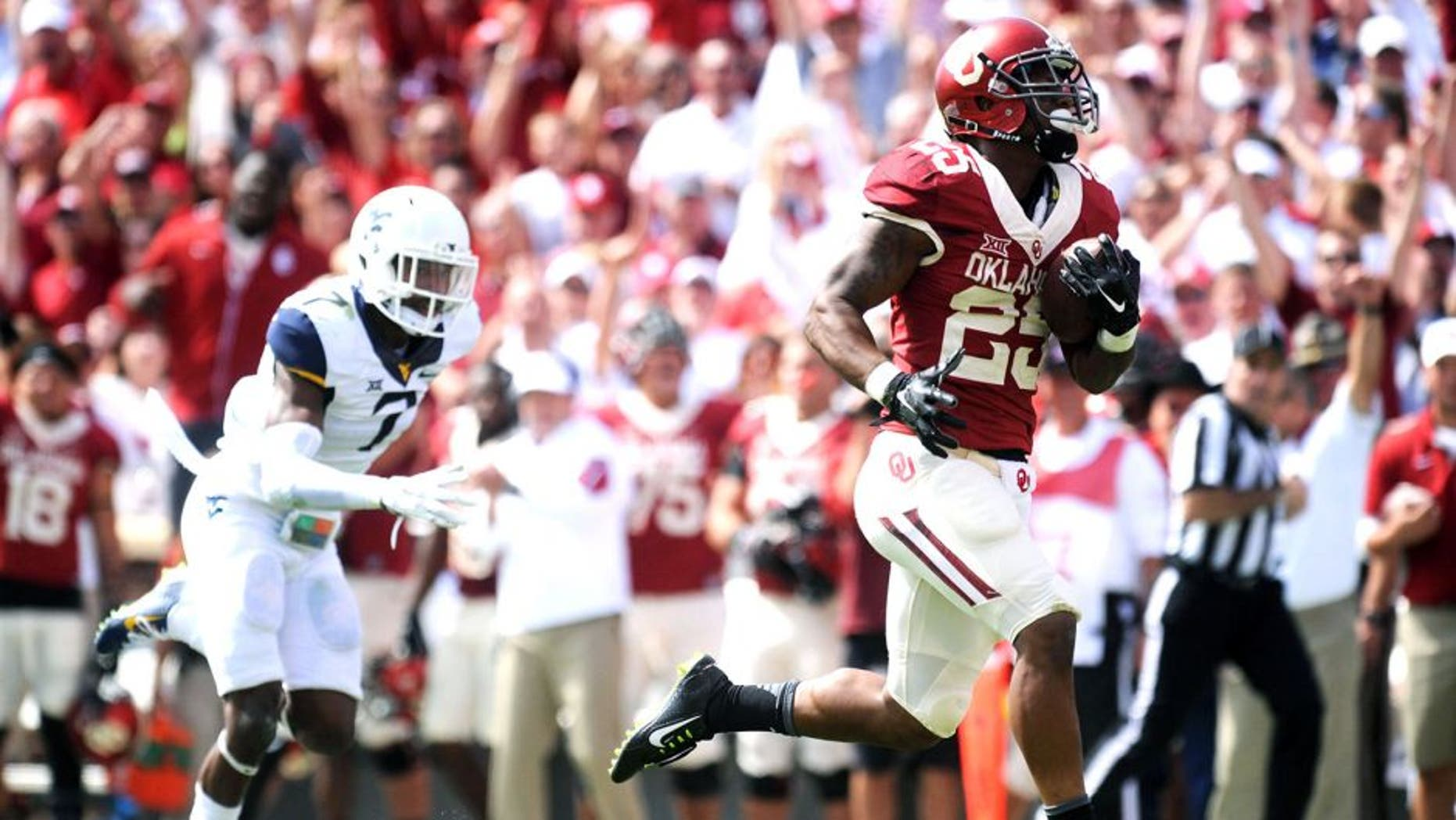 Oct 3, 2015; Norman, OK, USA; Oklahoma Sooners running back Joe Mixon (25) runs for a touchdown against the West Virginia Mountaineers in the second quarter at Gaylord Family - Oklahoma Memorial Stadium. Mandatory Credit: Mark D. Smith-USA TODAY Sports