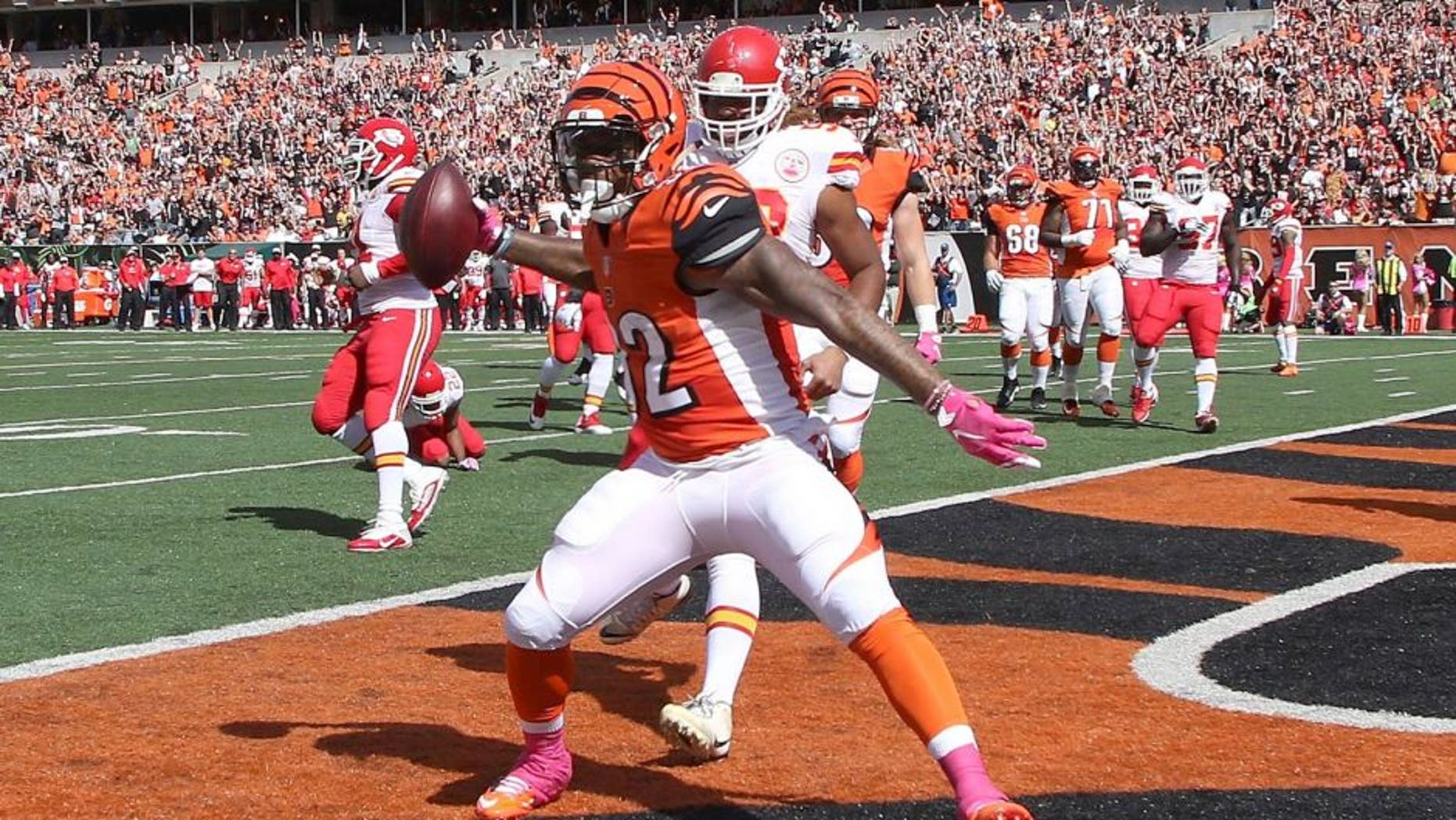 CINCINNATI, OH - OCTOBER 4: Jeremy Hill #32 of the Cincinnati Bengals celebrates after scoring a touchdown during the first quarter of the game against the Kansas City Chiefs at Paul Brown Stadium on October 4, 2015 in Cincinnati, Ohio. (Photo by John Grieshop/Getty Images)