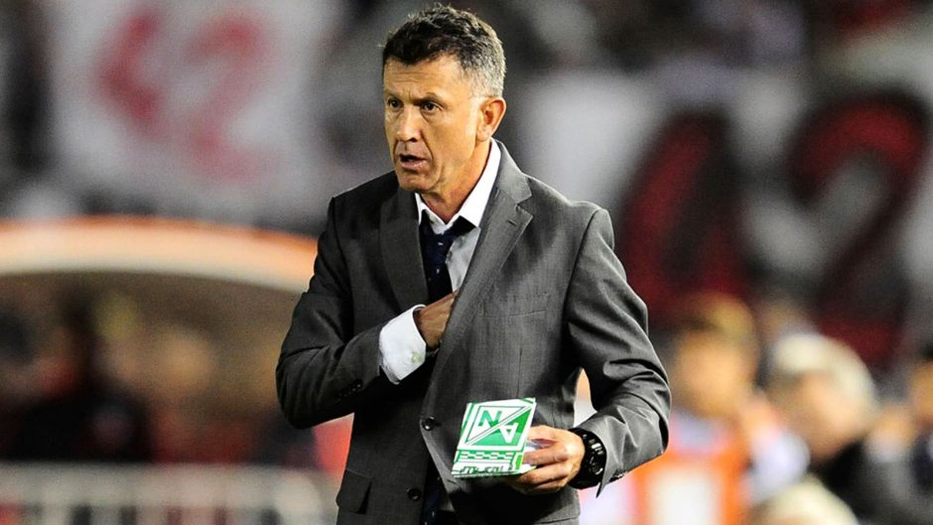 BUENOS AIRES, ARGENTINA - DECEMBER 10: Juan Carlos Osorio, coach of Atletico Nacional looks on during a second leg final match between River Plate and Atletico Nacional as part of Copa Total Sudamericana 2014 at Antonio Vespucio Liberti Stadium on December 10, 2014 in Buenos Aires, Argetina. (Photo by Alfredo Herms/LatinContent/Getty Images)