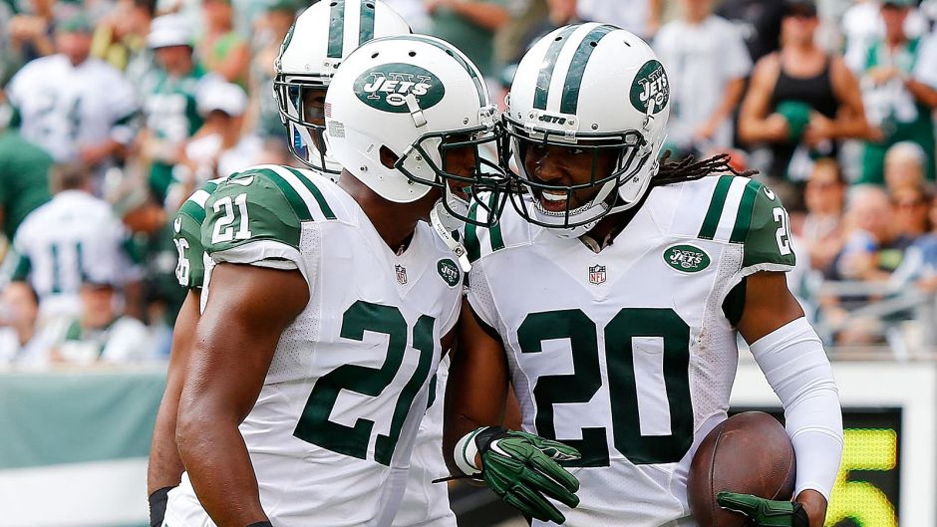 EAST RUTHERFORD, NJ - SEPTEMBER 13: (NEW YORK DAILIES OUT) Marcus Williams #20 of the New York Jets celebrates his interception against the Cleveland Browns with his teammate Marcus Gilchrist #21 on September 13, 2015 at MetLife Stadium in East Rutherford, New Jersey. The Jets defeated the Browns 31-10. (Photo by Jim McIsaac/Getty Images)
