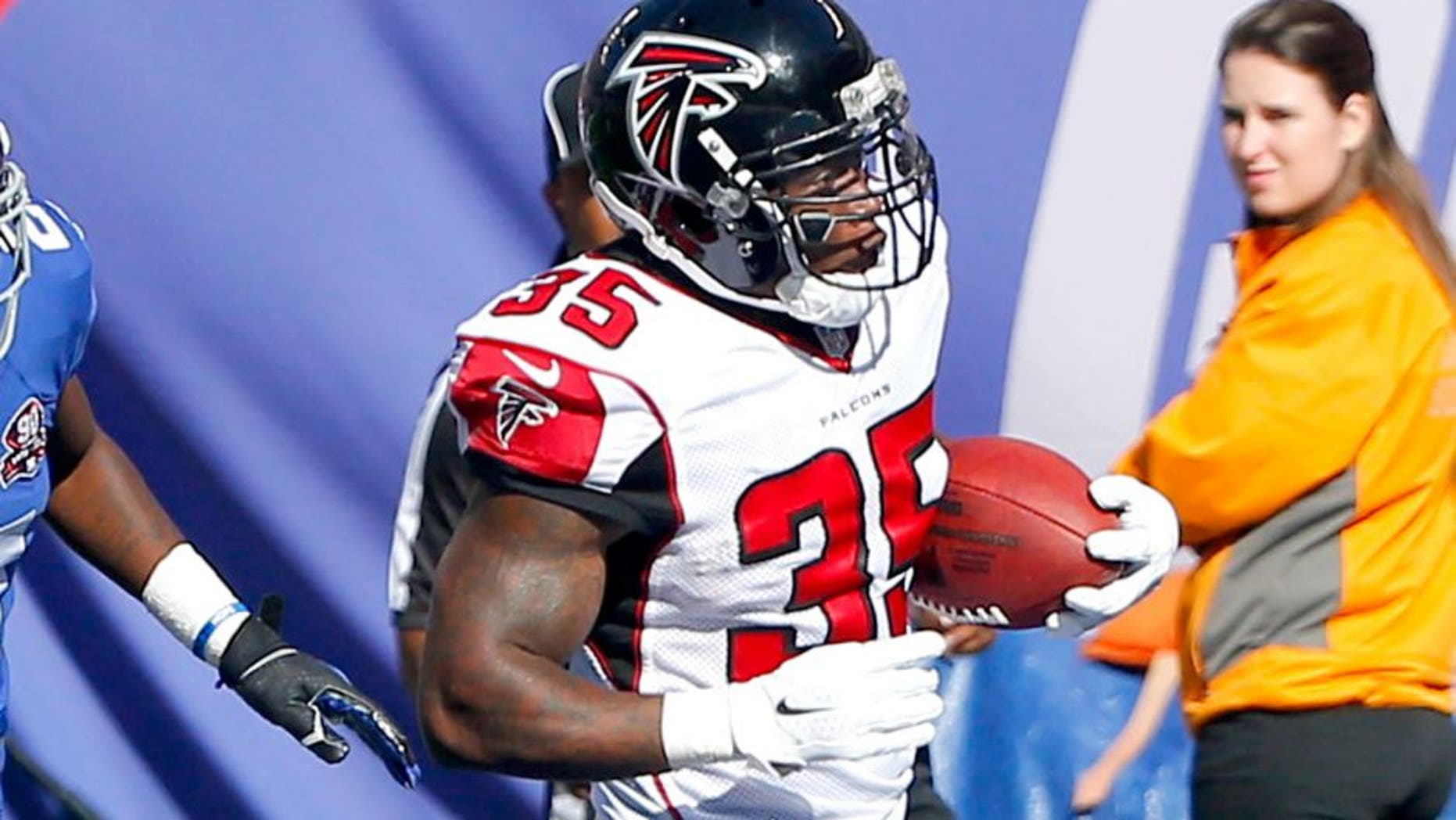 Oct 5, 2014; East Rutherford, NJ, USA; Atlanta Falcons running back Antone Smith (35) scores a touchdown past New York Giants cornerback Dominique Rodgers-Cromartie (21) in the 3rd quarter at MetLife Stadium. New York Giants defeat the Atlanta Falcons 30-20. Mandatory Credit: Jim O'Connor-USA TODAY Sports