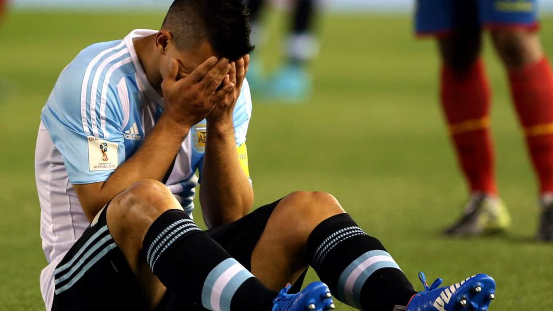 BUENOS AIRES, ARGENTINA - OCTOBER 08: Sergio Aguero, of Argentina, grimaces in pain after being injured during a match between Argentina and Ecuador as part of FIFA 2018 World Cup Qualifier at Monumental Antonio Vespucio Liberti Stadium on October 08, 2015 in Buenos Aires, Argentina. (Photo by Daniel Jayo/LatinContent/Getty Images)
