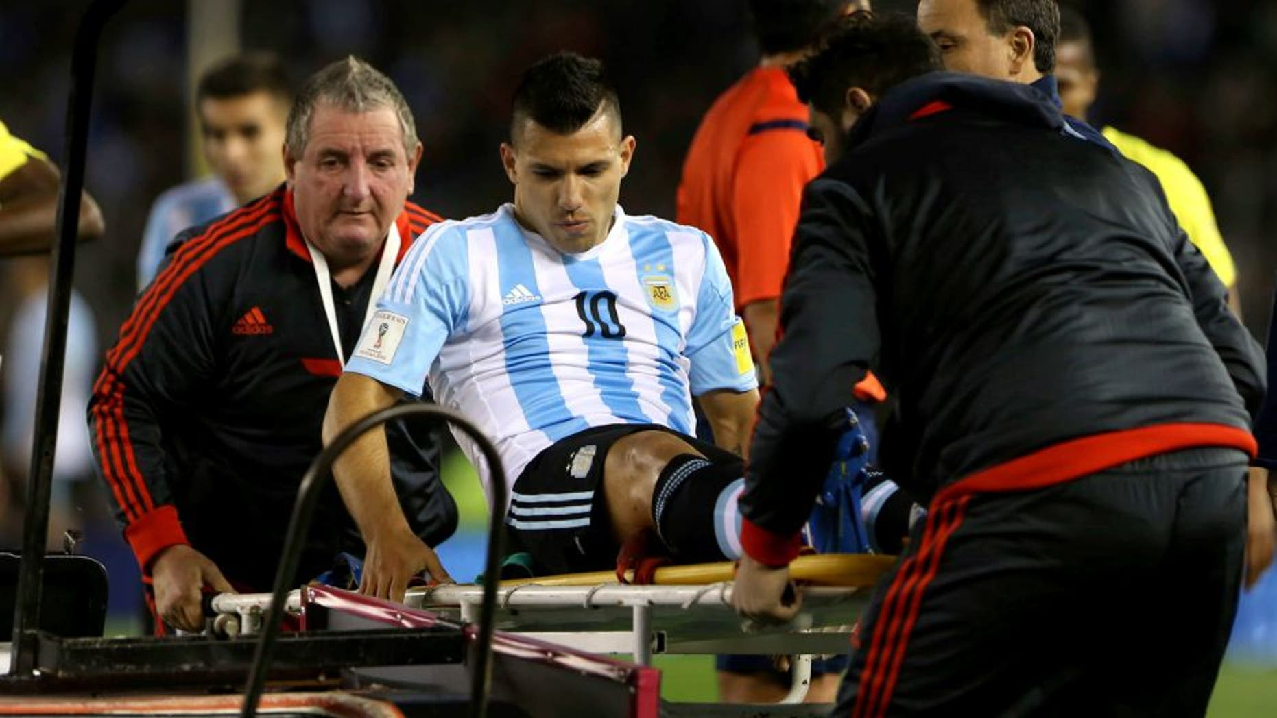 BUENOS AIRES, ARGENTINA - OCTOBER 08: Sergio Aguero, of Argentina, is carried out of the field after being injured during a match between Argentina and Ecuador as part of FIFA 2018 World Cup Qualifier at Monumental Antonio Vespucio Liberti Stadium on October 08, 2015 in Buenos Aires, Argentina. (Photo by Daniel Jayo/LatinContent/Getty Images)