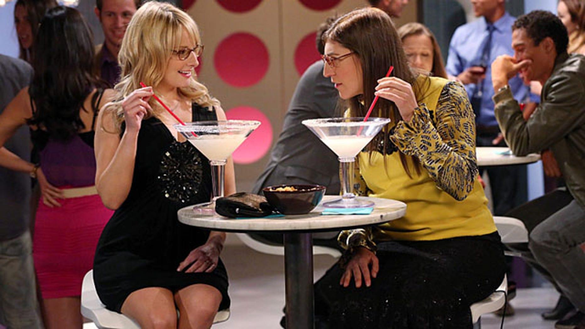 Mayim Bialik and Melissa Rauch in 'The Big Bang Theory'. Photo: (Michael Yarish/Warner Bros.)