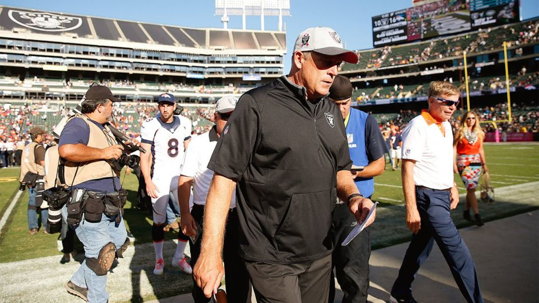 OAKLAND, CA - OCTOBER 11: head coach Jack Del Rio of the Oakland Raiders leaves the field after a loss to the Denver Broncos at O.co Coliseum on October 11, 2015 in Oakland, California. (Photo by Ezra Shaw/Getty Images)